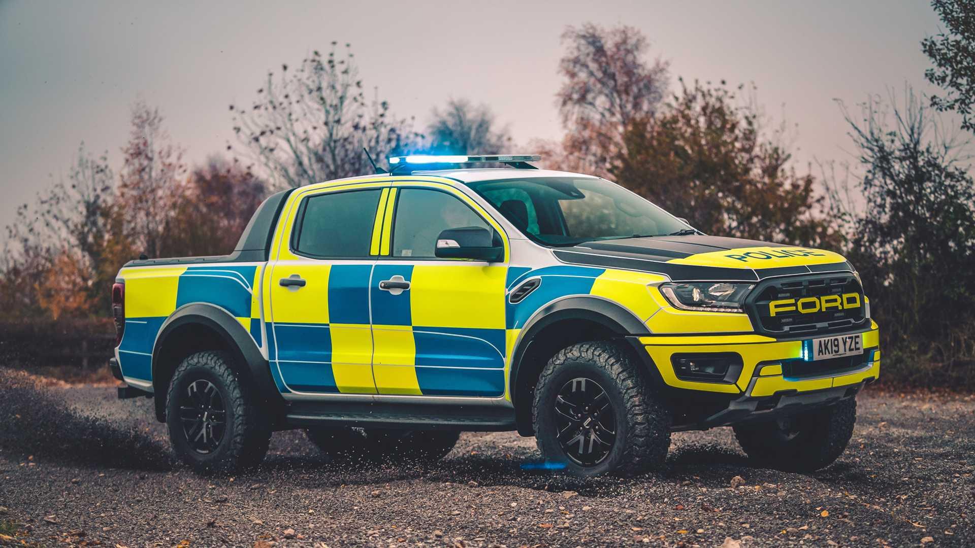 Ford-Focus-ST-and-Ranger-Raptor-UK-police-cars-15