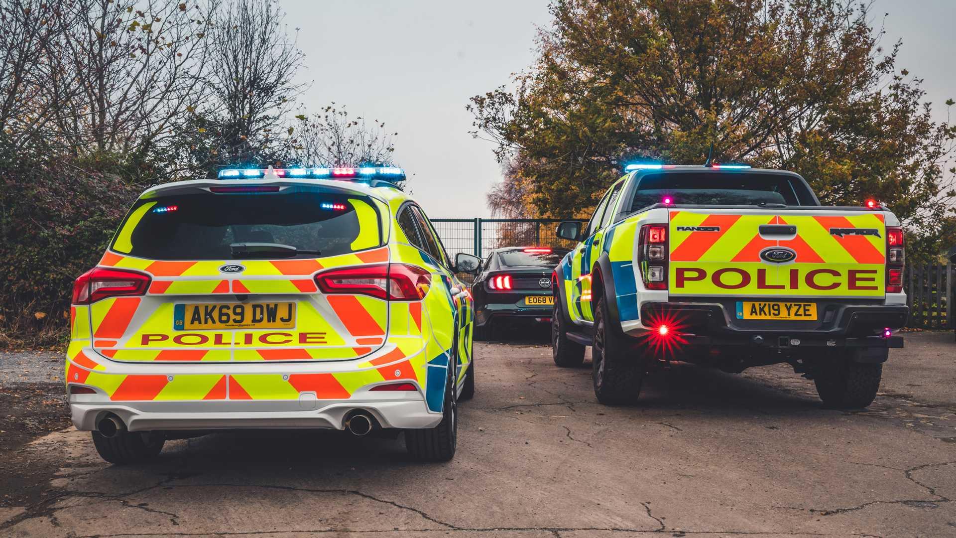 Ford-Focus-ST-and-Ranger-Raptor-UK-police-cars-2