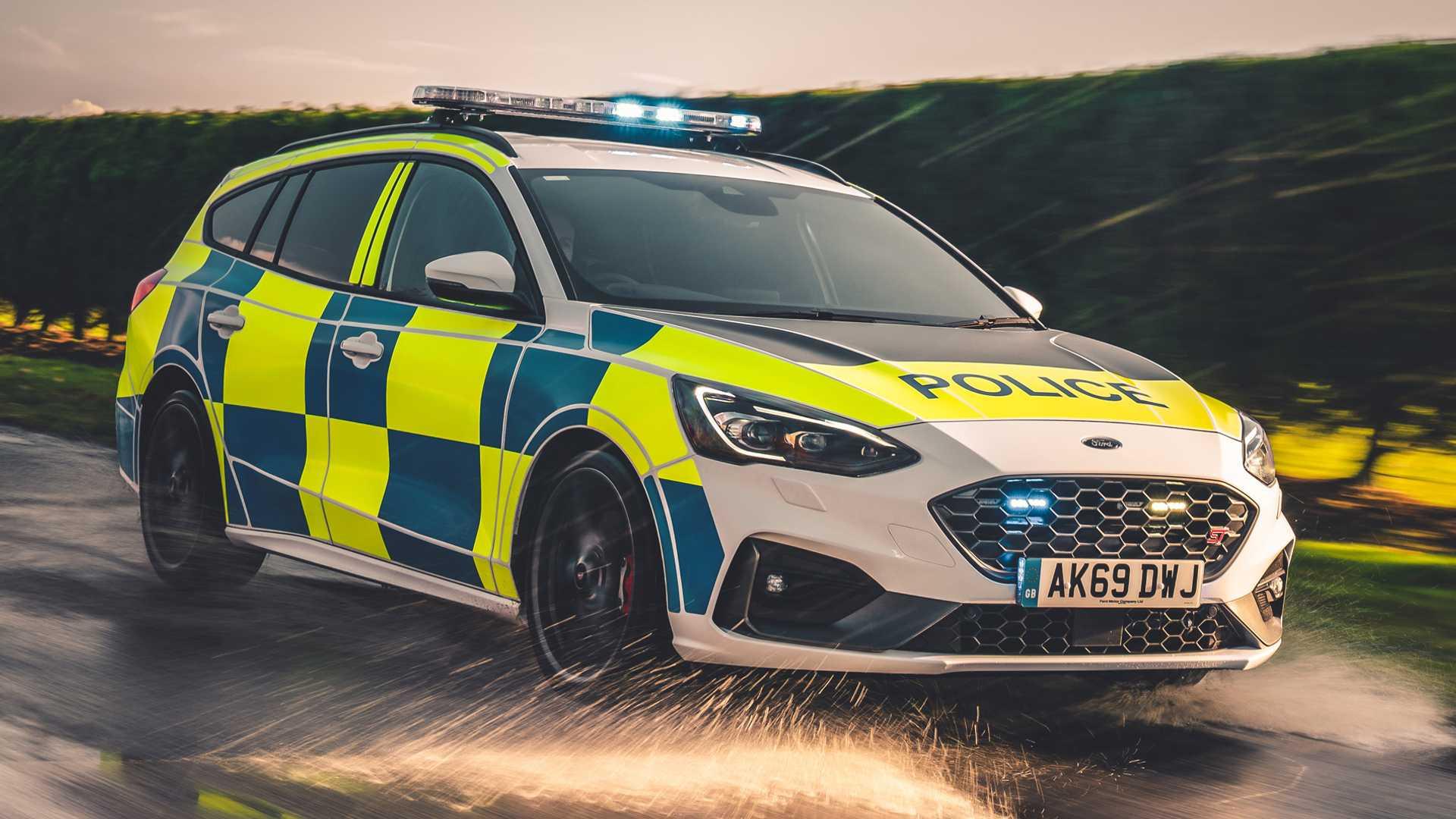 Ford-Focus-ST-and-Ranger-Raptor-UK-police-cars-6