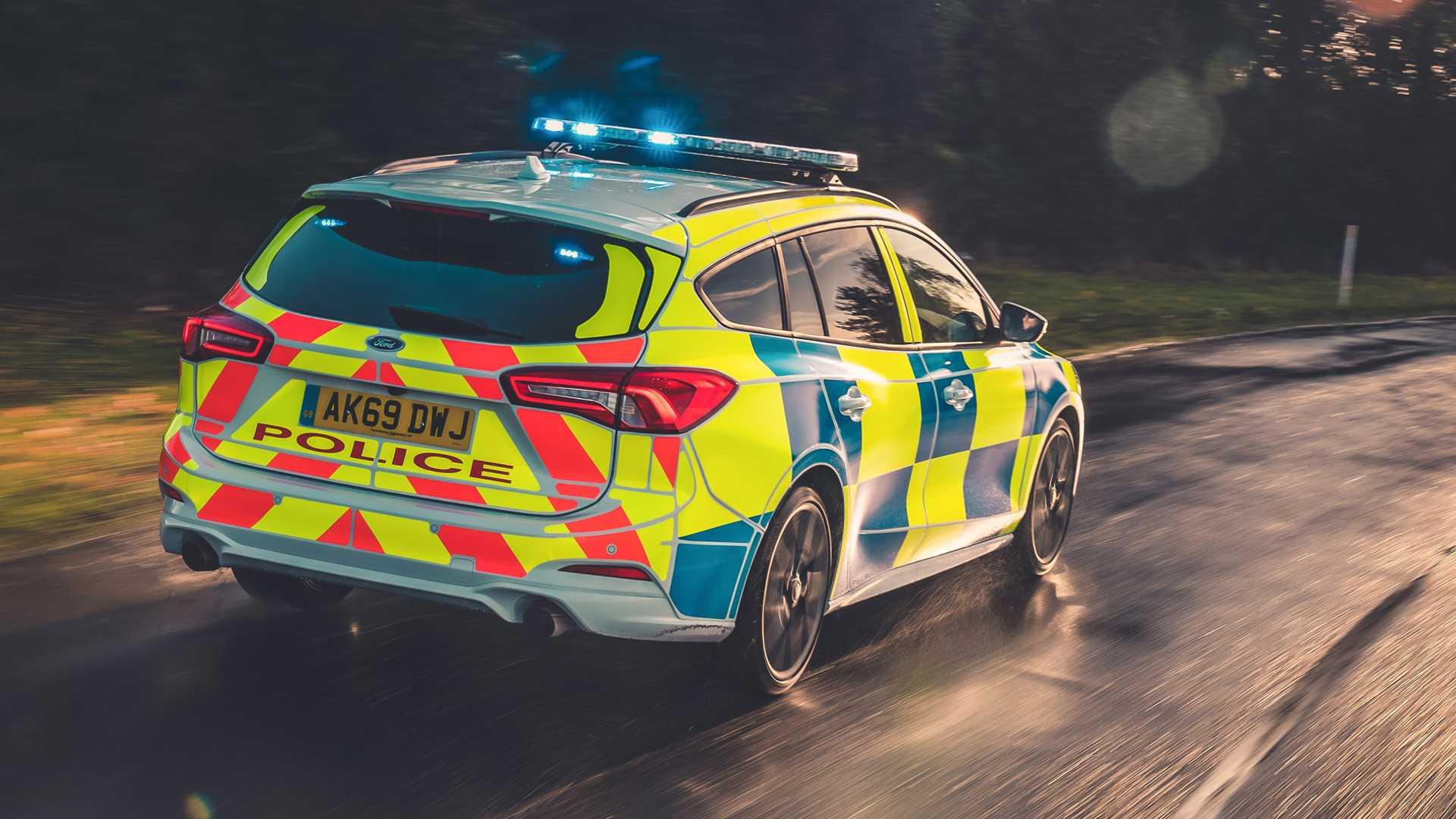 Ford-Focus-ST-and-Ranger-Raptor-UK-police-cars-7