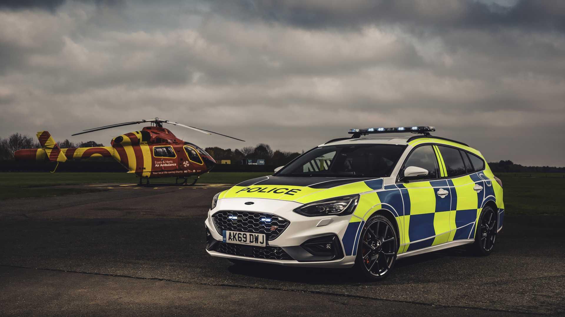 Ford-Focus-ST-and-Ranger-Raptor-UK-police-cars-8