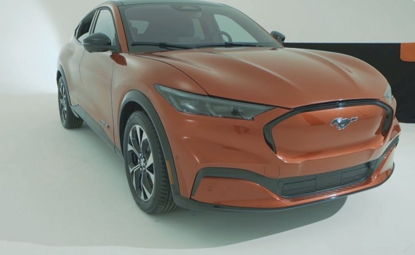 2021-Ford-Mustang-Mach-E-Photo