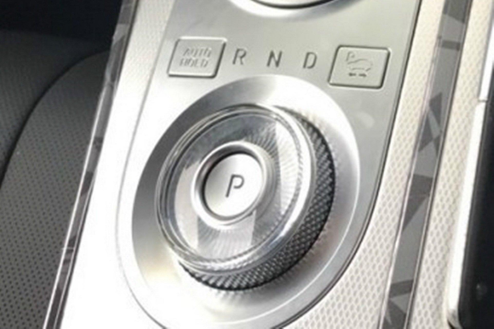 Genesis-GV80-interior-spy-photos-10