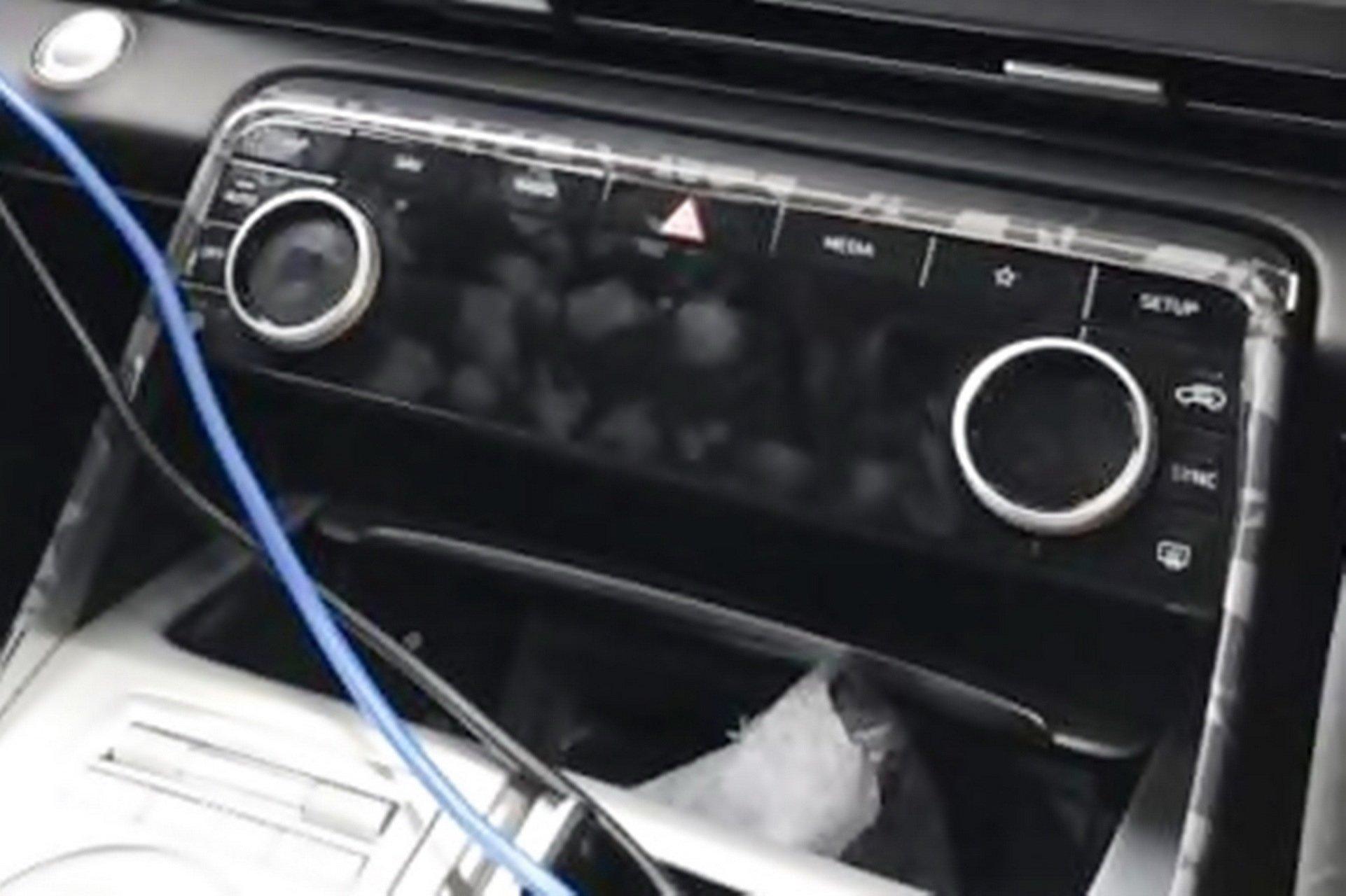 Genesis-GV80-interior-spy-photos-2