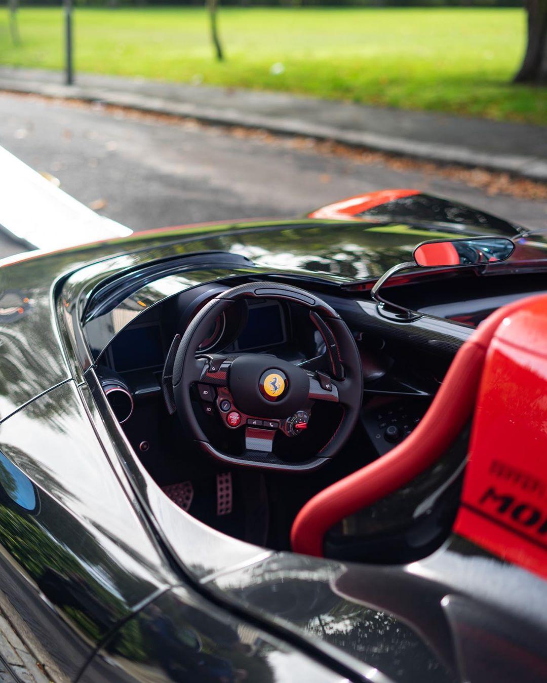 Gordon-Ramsay-Ferrari-Monza-SP2-4