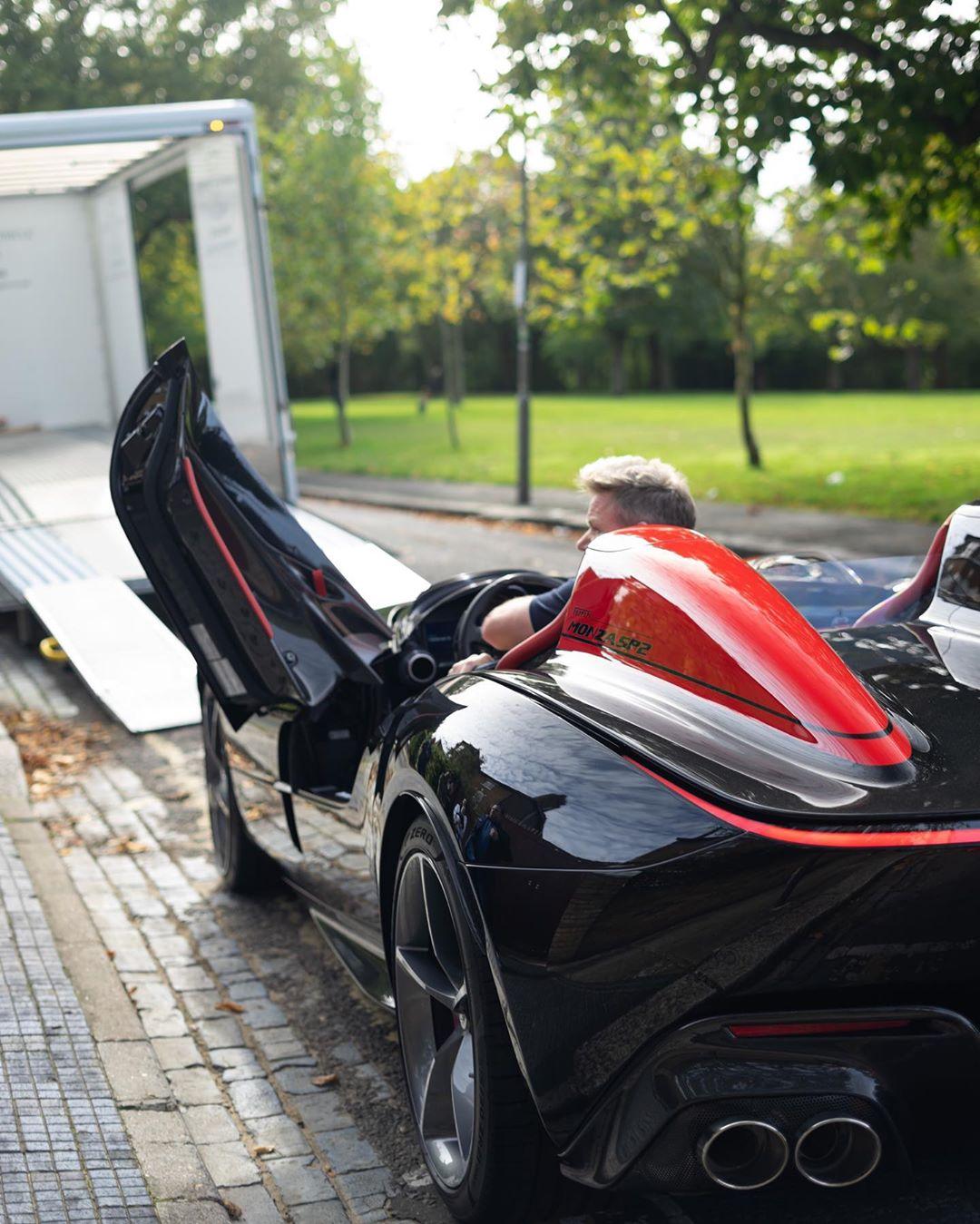 Gordon-Ramsay-Ferrari-Monza-SP2-5