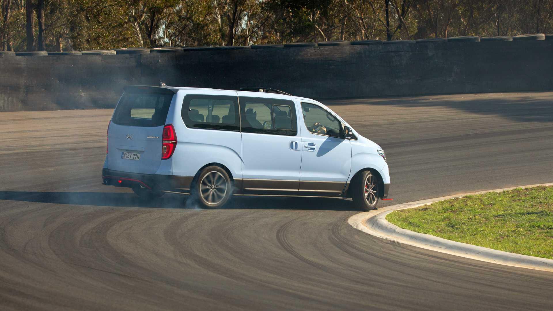 Hyundai-iMax-N-Drift-Bus-5