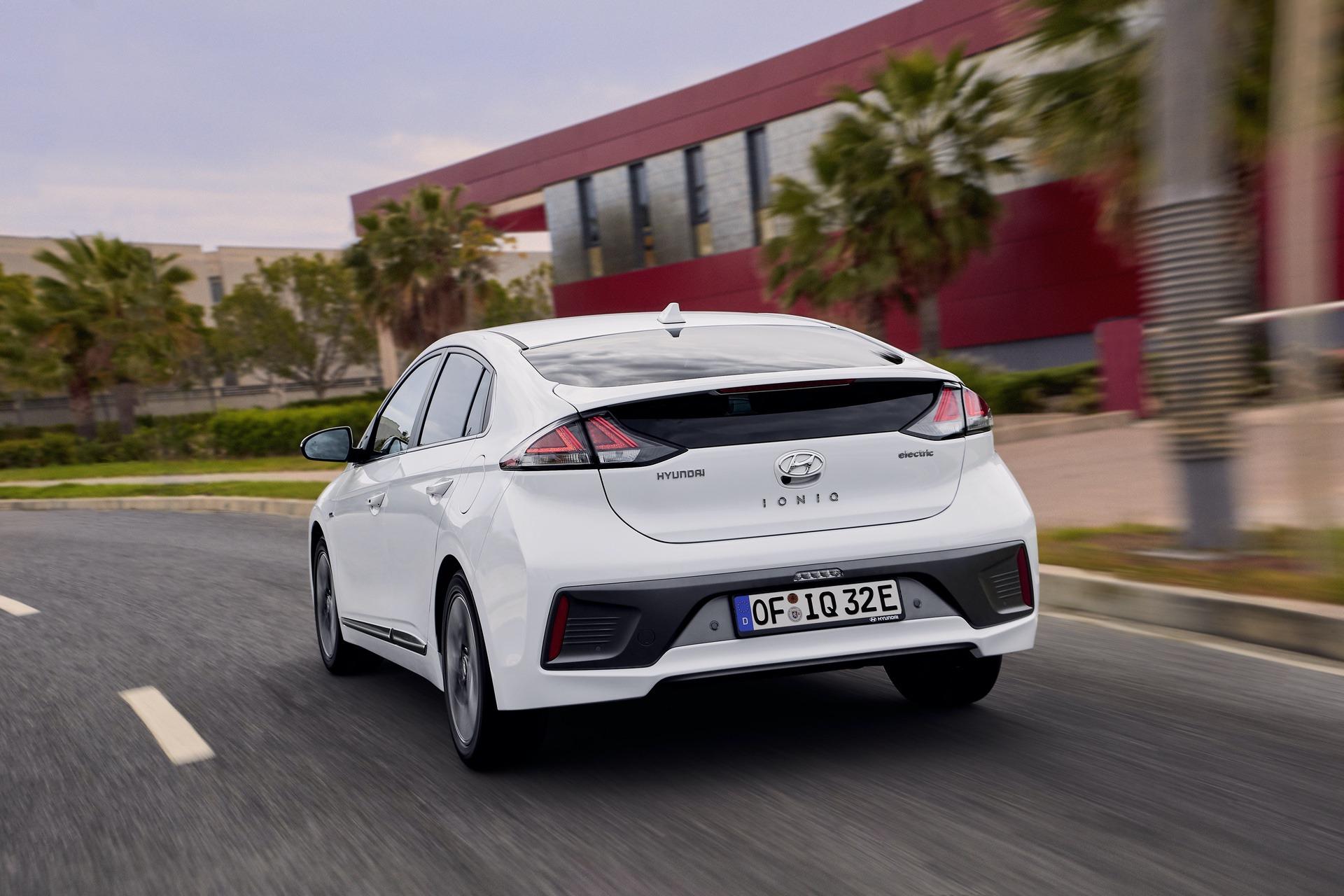 New-Hyundai-IONIQ-Electric-10