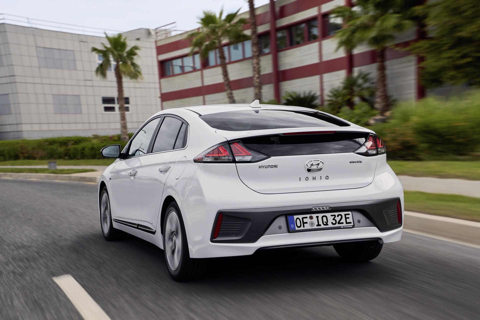 New-Hyundai-IONIQ-Electric-11