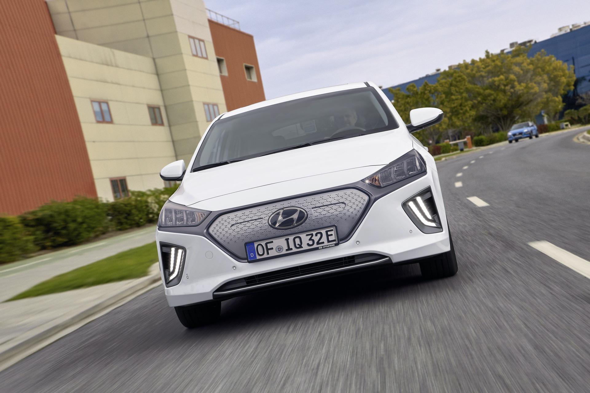 New-Hyundai-IONIQ-Electric-12