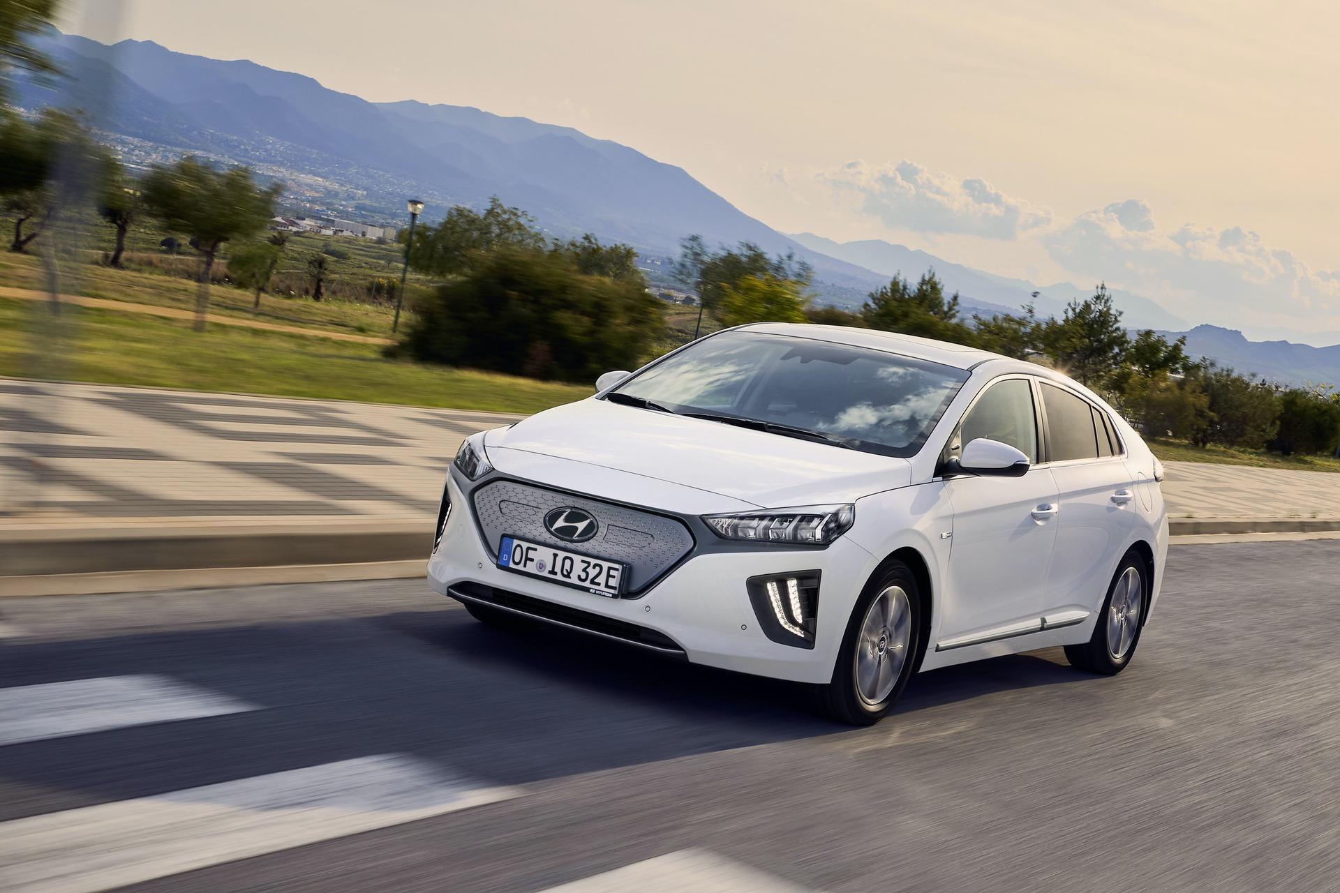 New-Hyundai-IONIQ-Electric-13