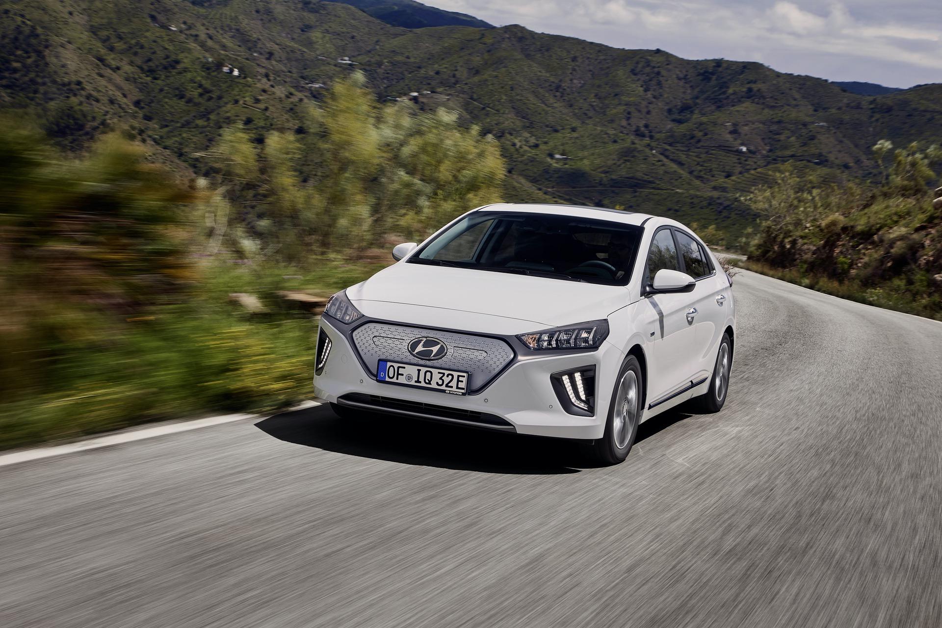 New-Hyundai-IONIQ-Electric-14