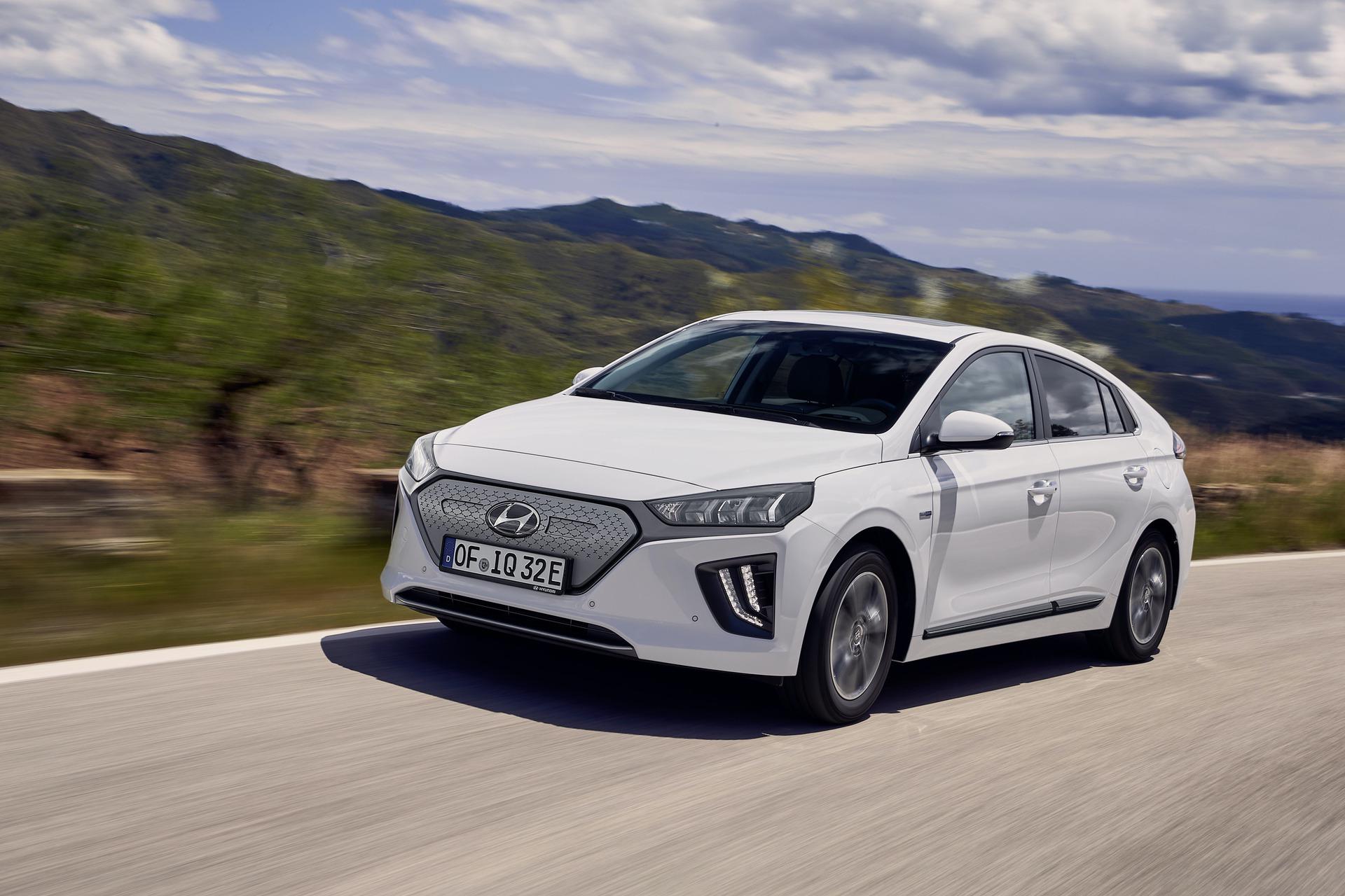 New-Hyundai-IONIQ-Electric-15