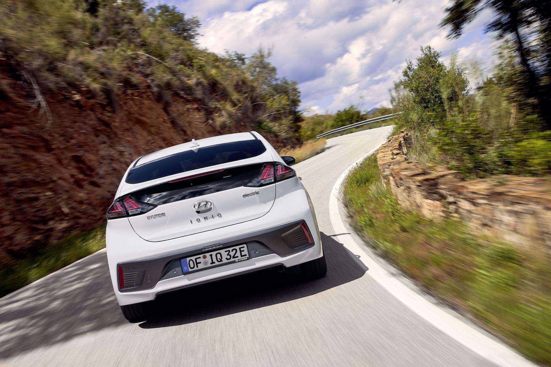 New-Hyundai-IONIQ-Electric-16