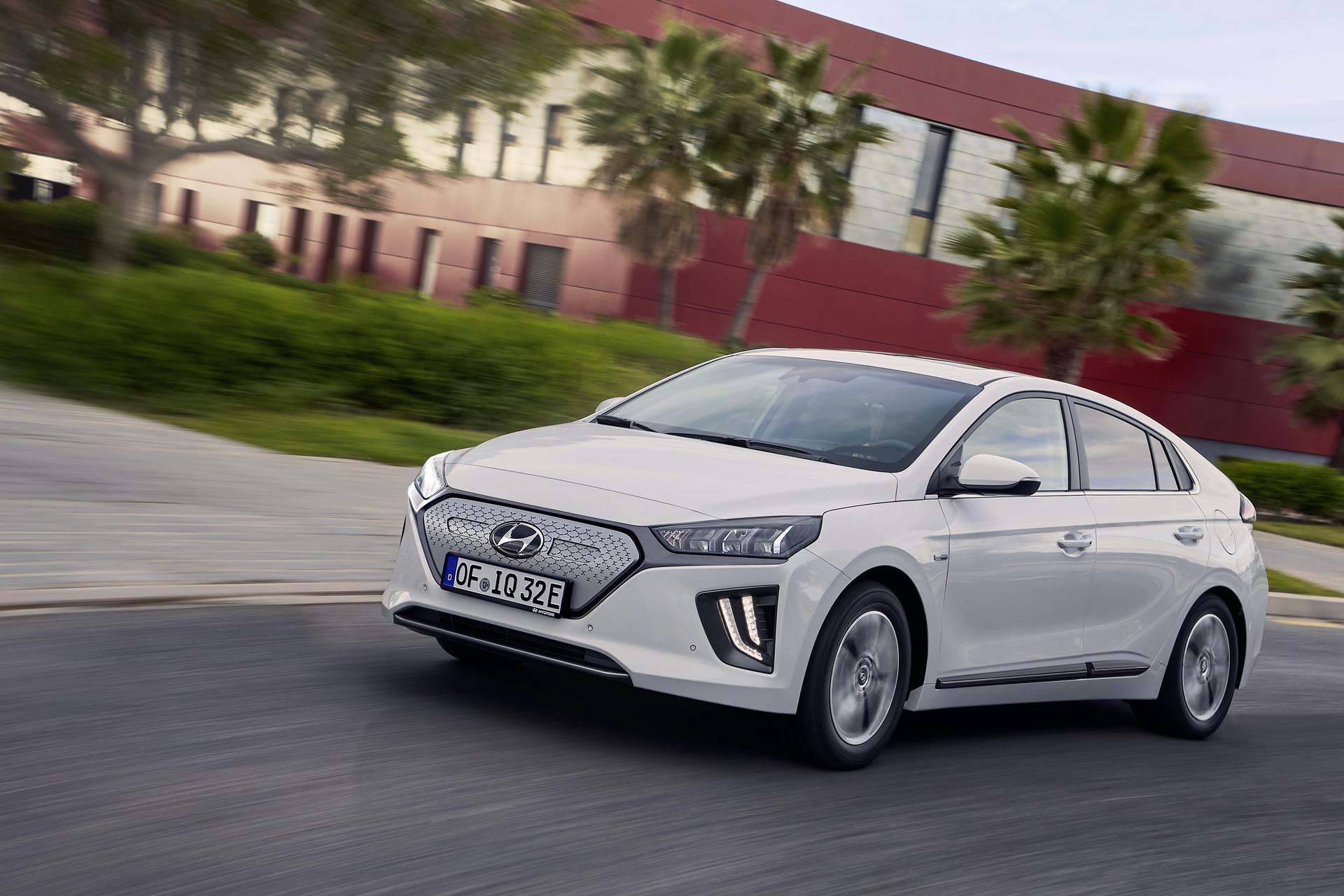 New-Hyundai-IONIQ-Electric-17