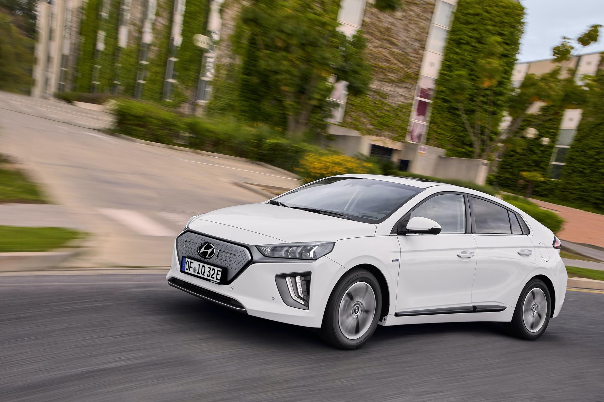 New-Hyundai-IONIQ-Electric-18