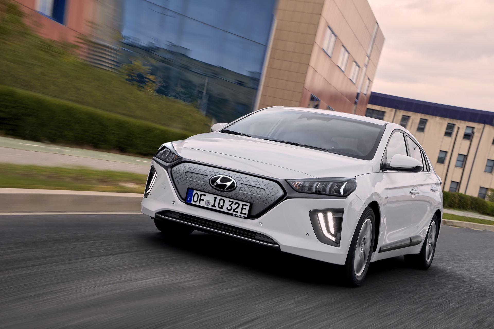 New-Hyundai-IONIQ-Electric-19