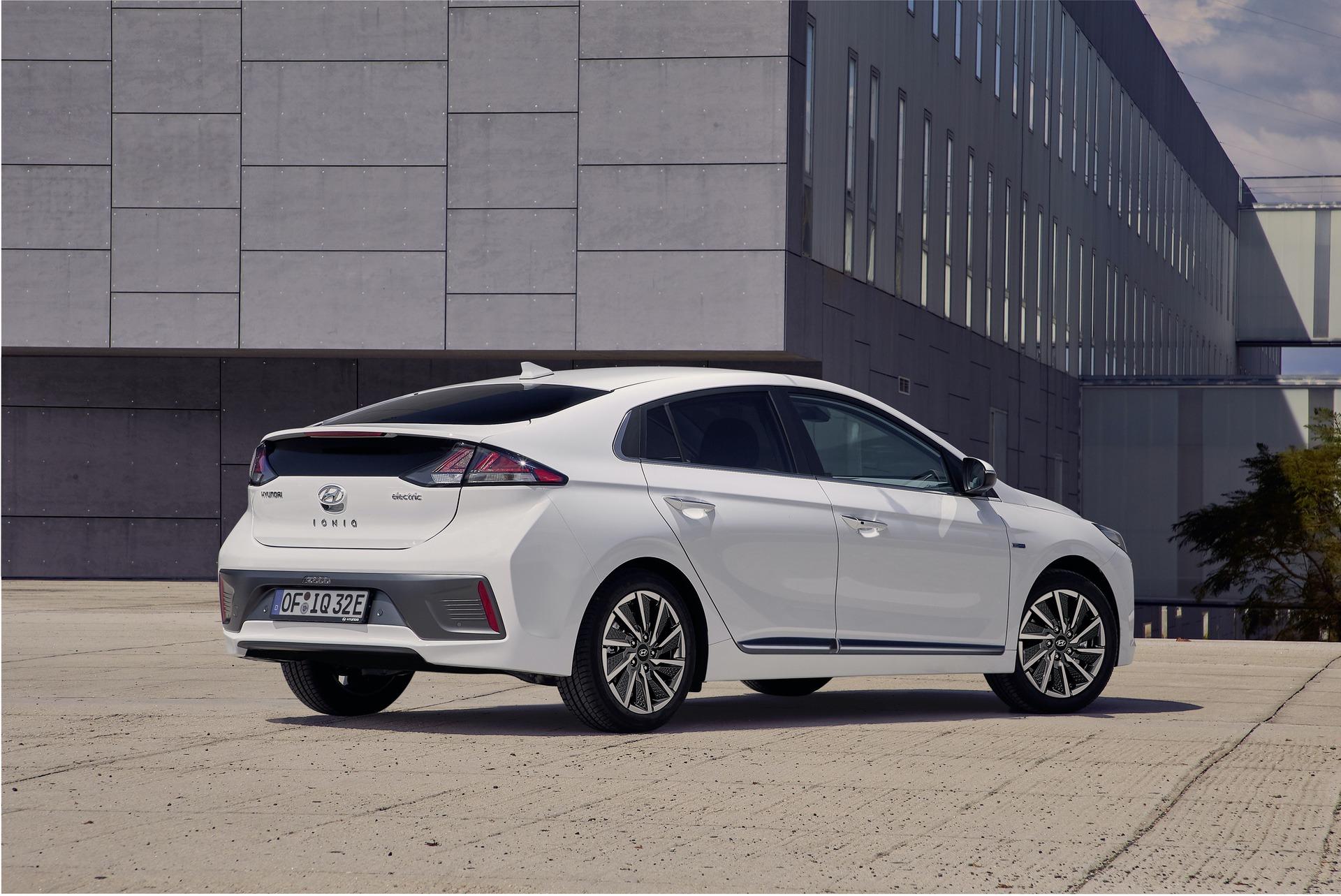 New-Hyundai-IONIQ-Electric-2