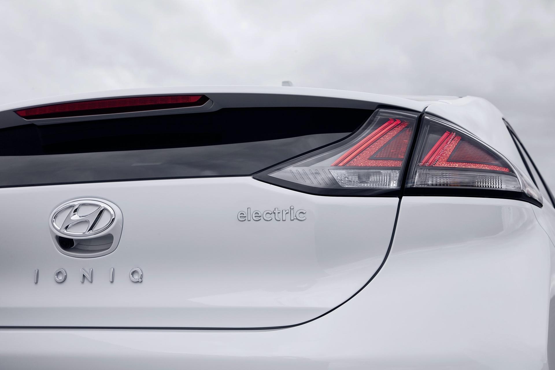 New-Hyundai-IONIQ-Electric-23