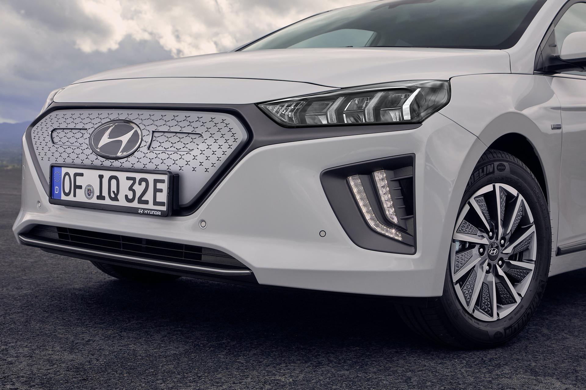 New-Hyundai-IONIQ-Electric-24