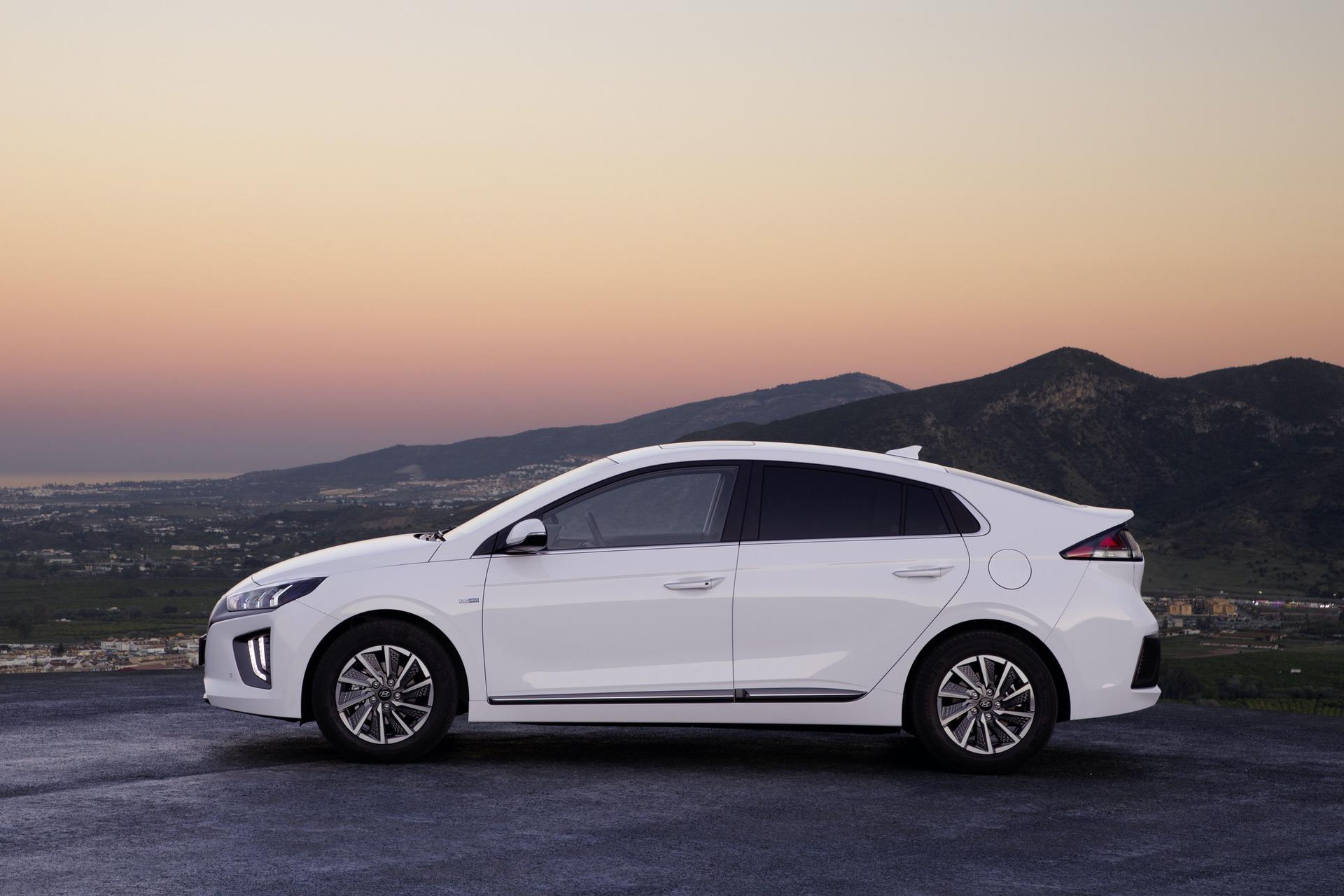 New-Hyundai-IONIQ-Electric-7