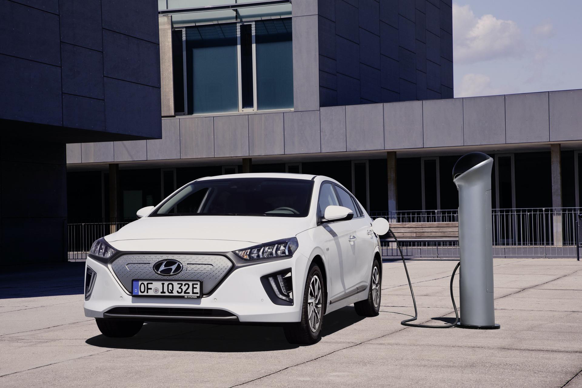 New-Hyundai-IONIQ-Electric-8