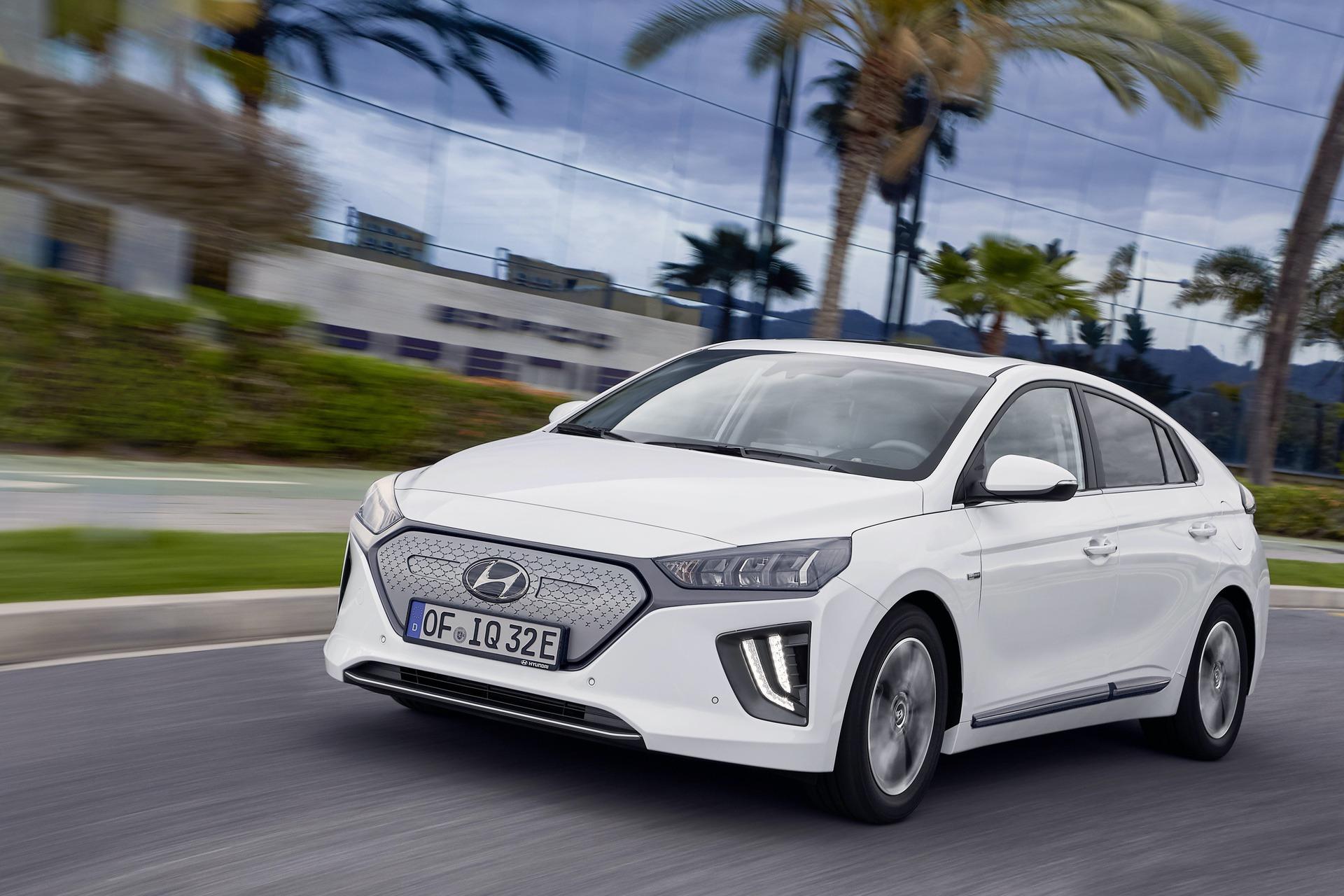 New-Hyundai-IONIQ-Electric-9