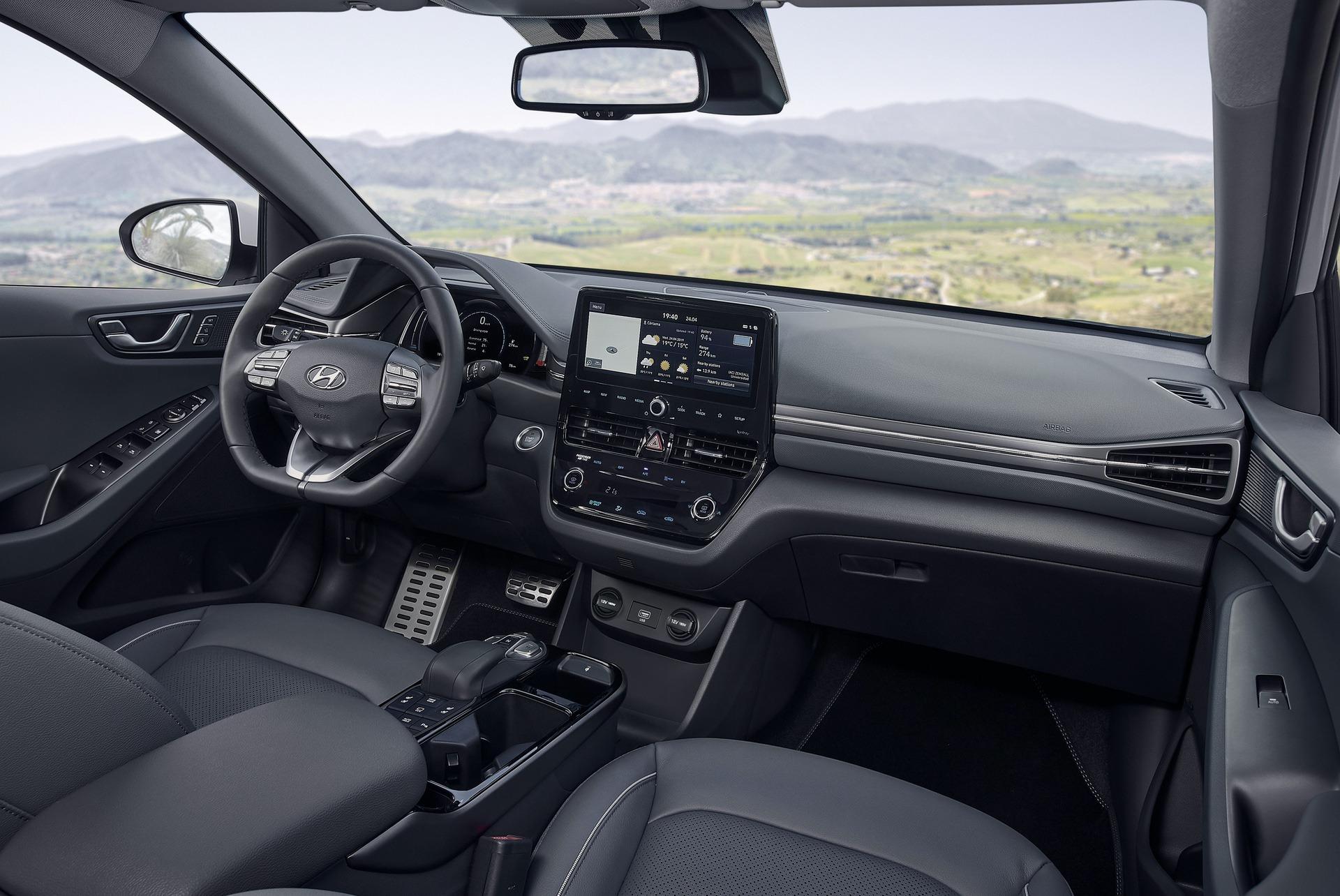 New-Hyundai-IONIQ-Electric-Interior-1