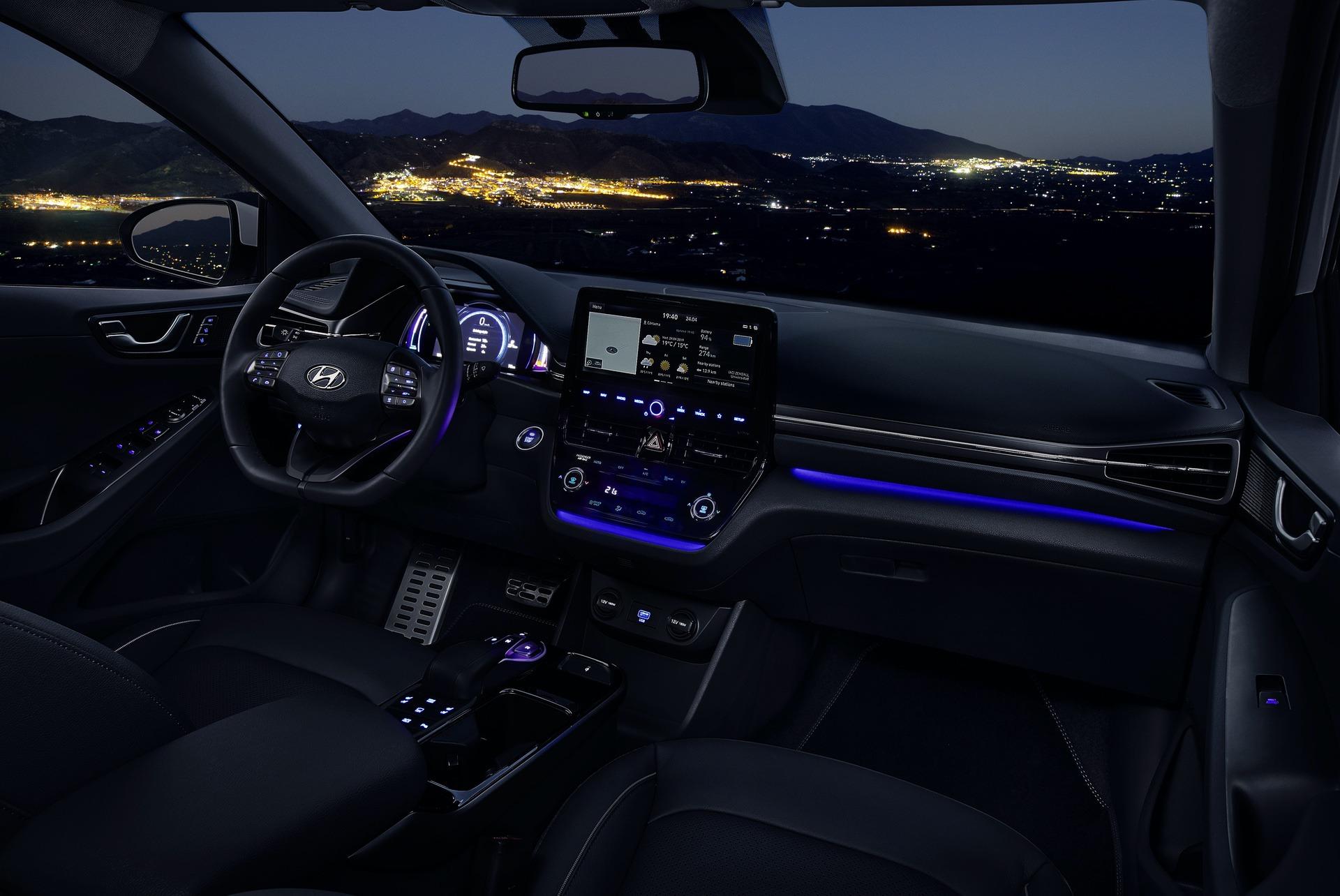 New-Hyundai-IONIQ-Electric-Interior-2