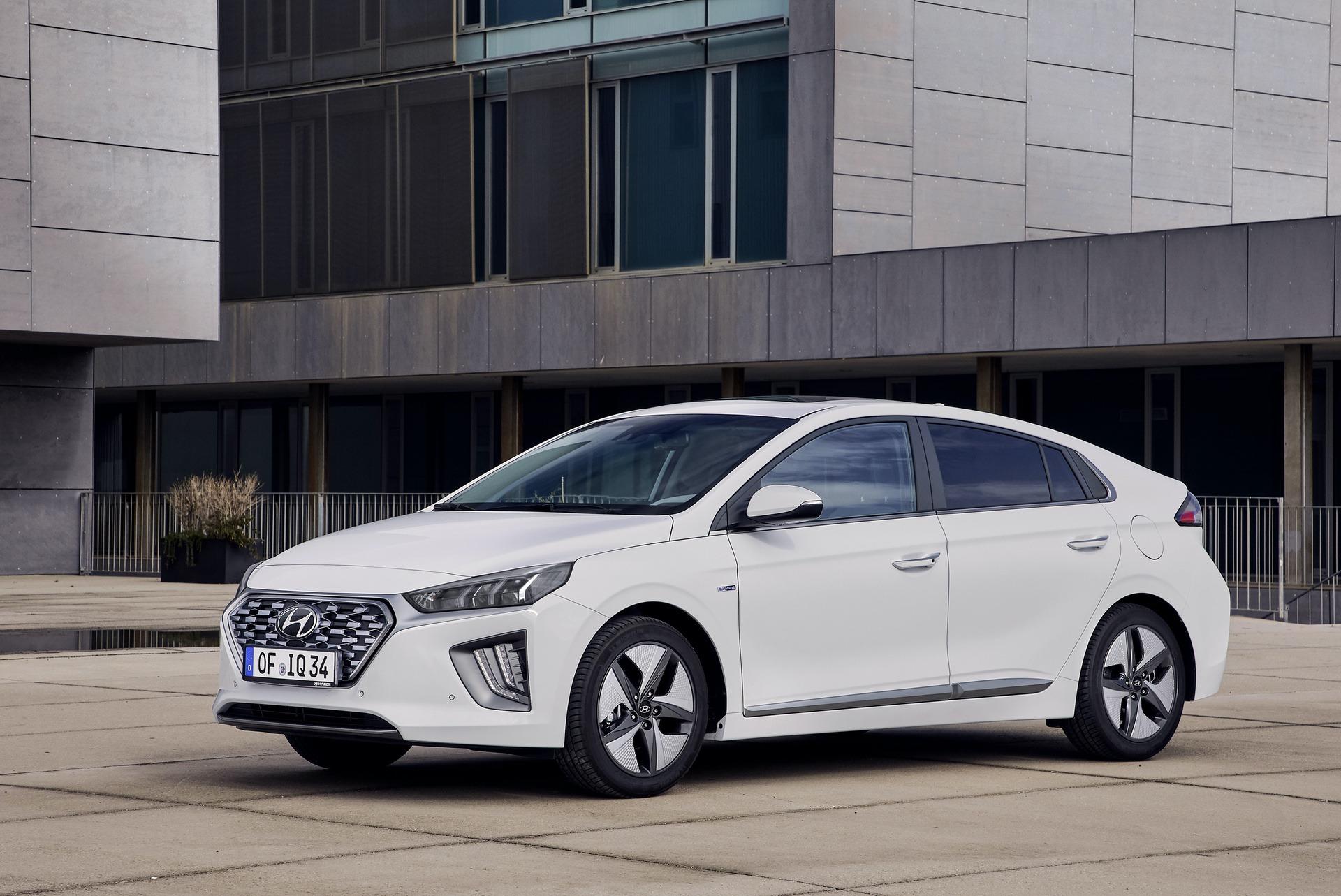New-Hyundai-IONIQ-Hybrid-1