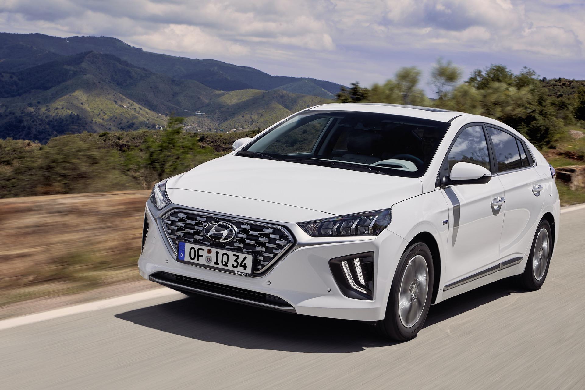 New-Hyundai-IONIQ-Hybrid-10