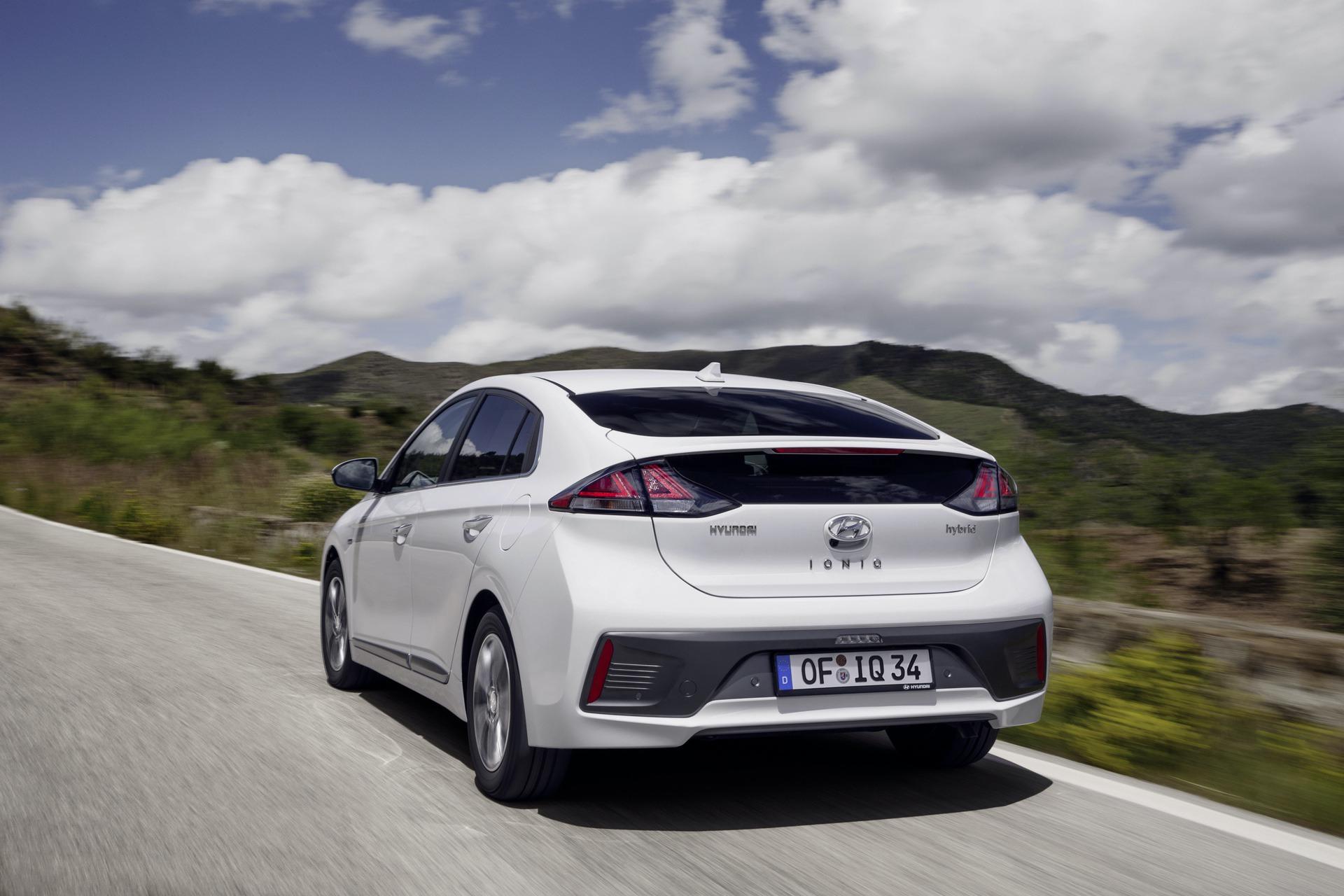 New-Hyundai-IONIQ-Hybrid-12