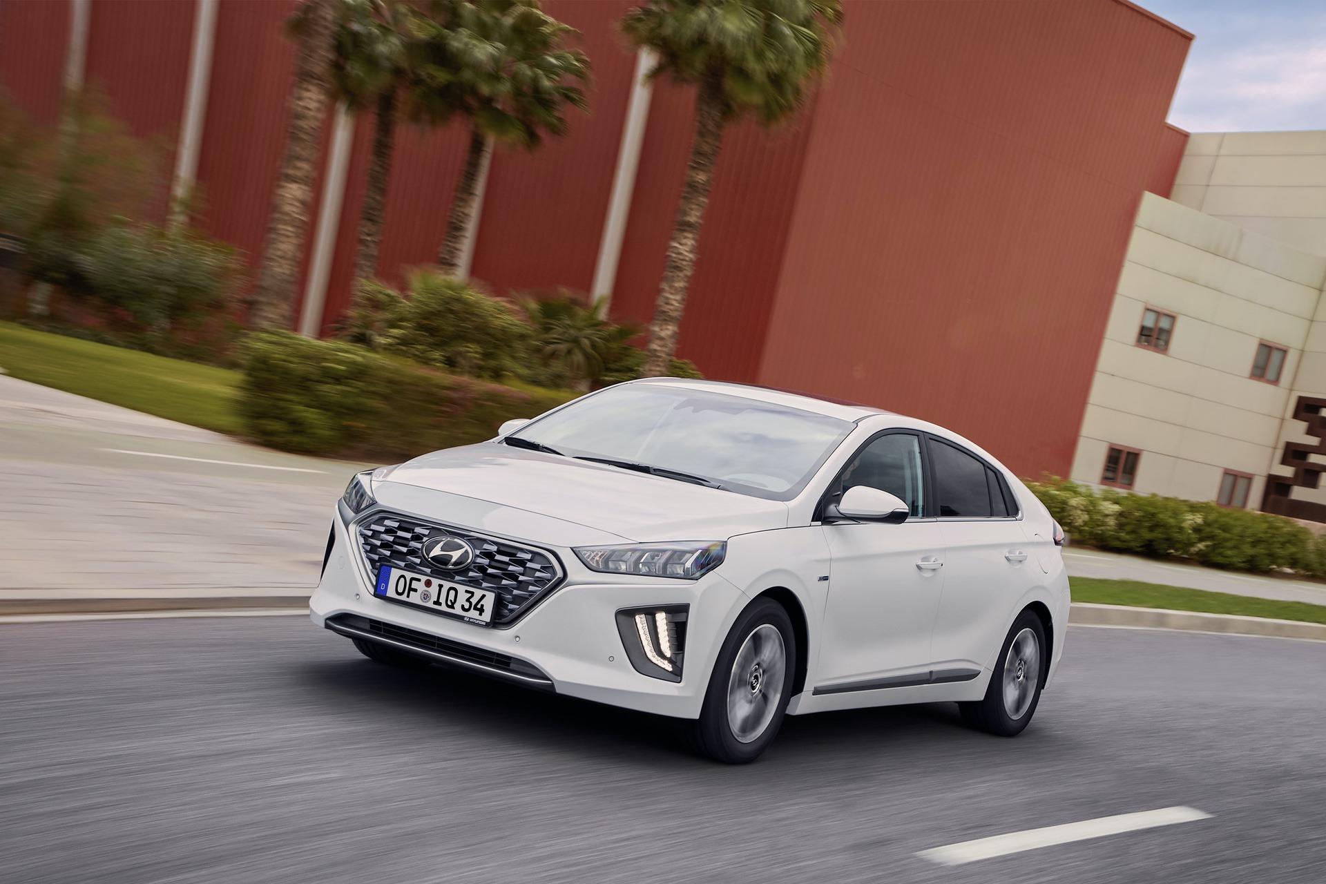 New-Hyundai-IONIQ-Hybrid-13
