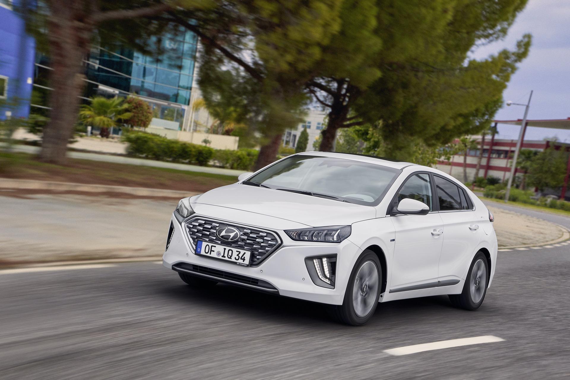 New-Hyundai-IONIQ-Hybrid-14