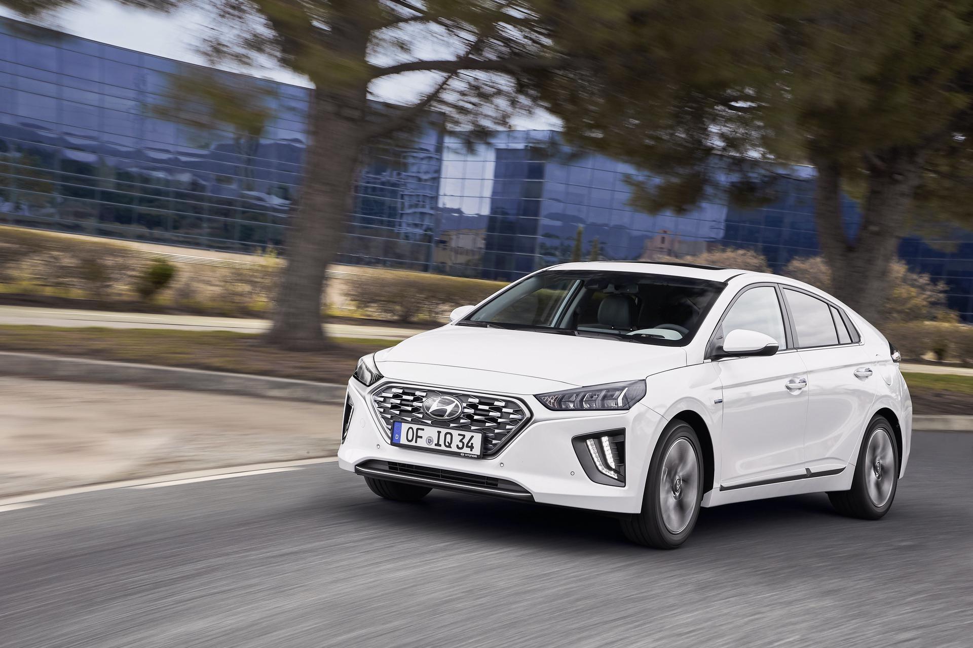 New-Hyundai-IONIQ-Hybrid-15