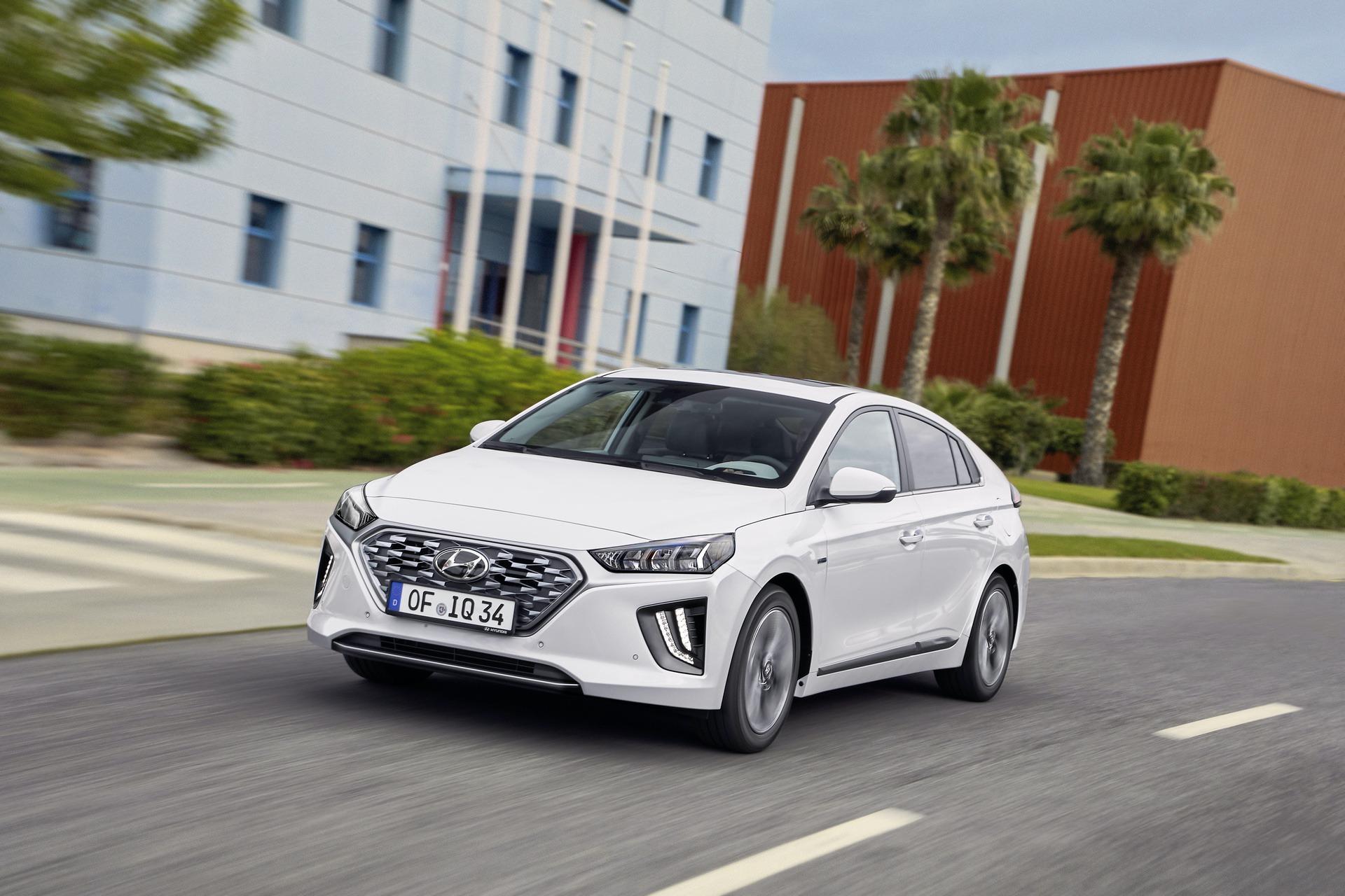 New-Hyundai-IONIQ-Hybrid-16