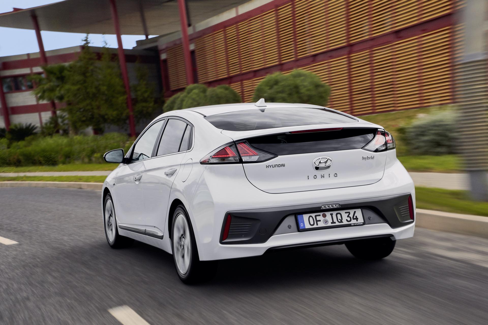 New-Hyundai-IONIQ-Hybrid-17