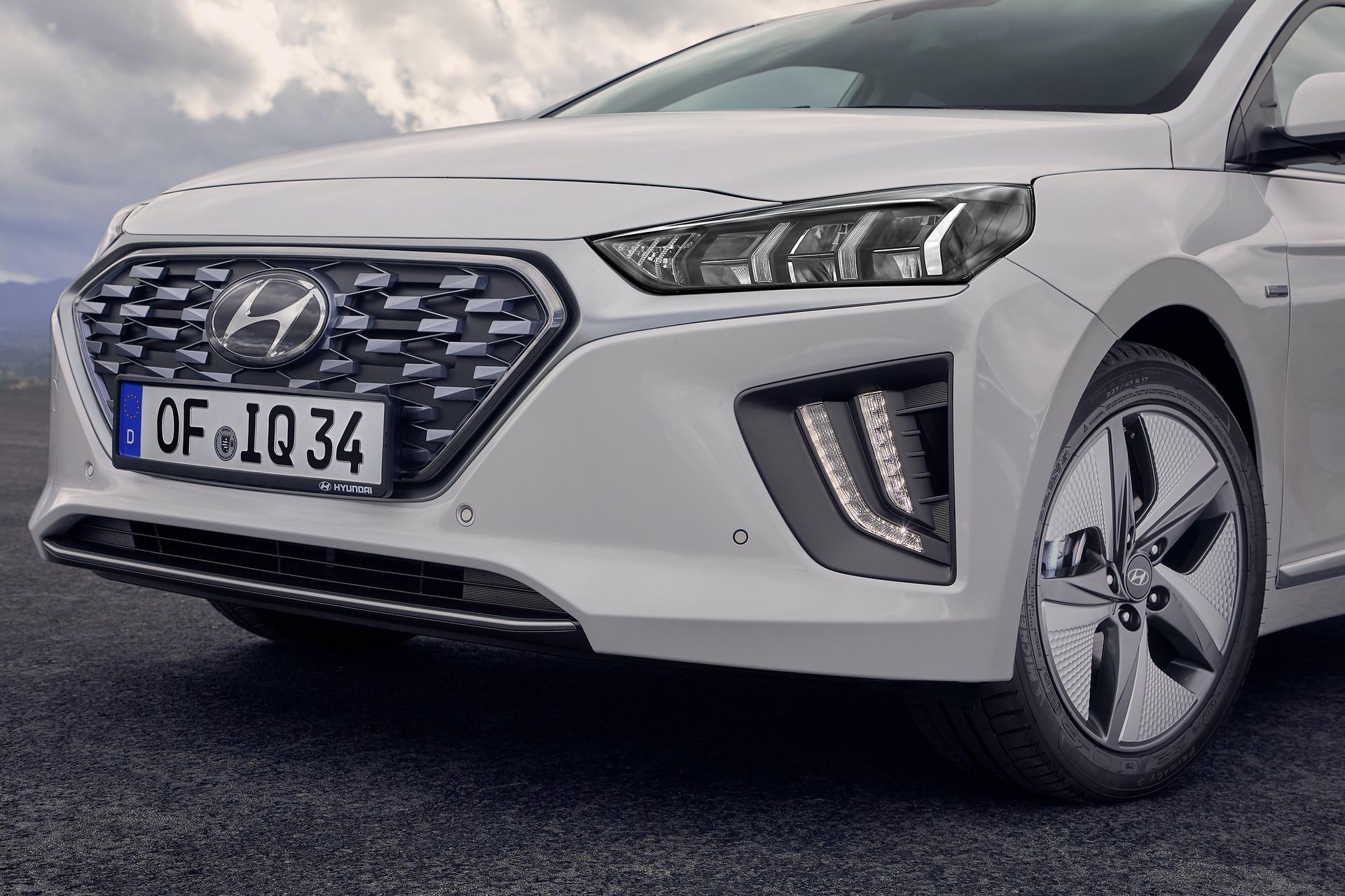 New-Hyundai-IONIQ-Hybrid-19