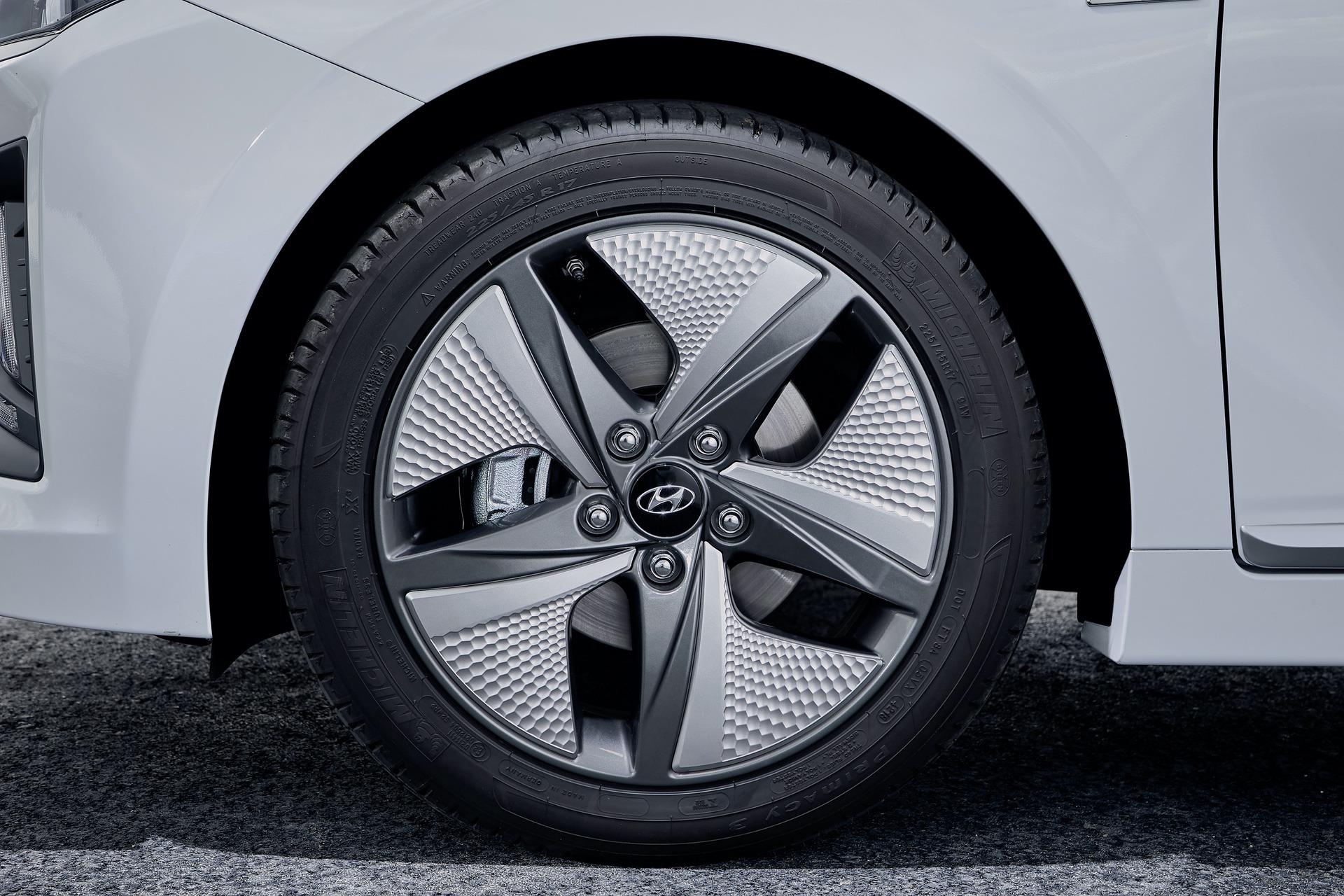 New-Hyundai-IONIQ-Hybrid-20