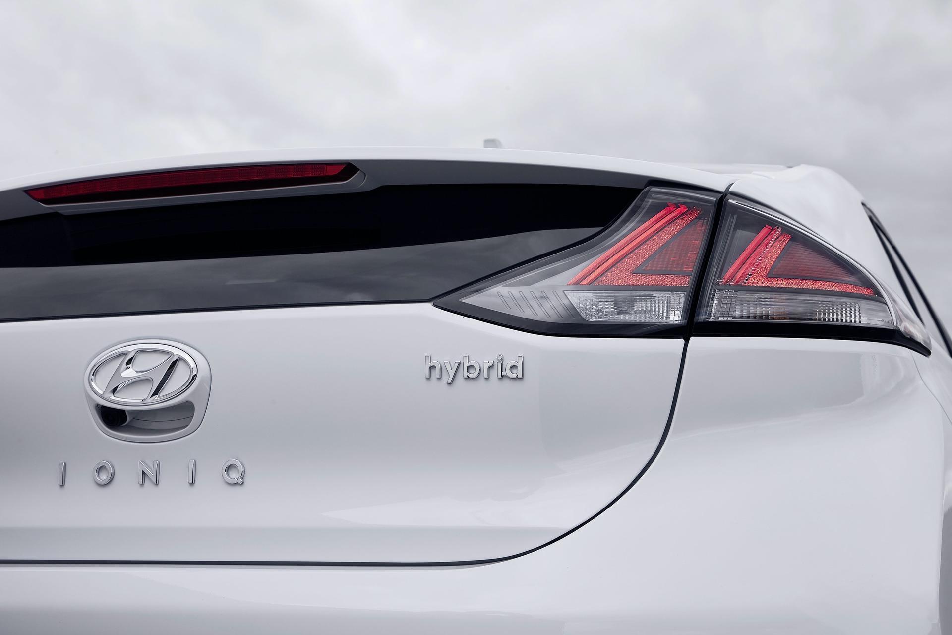 New-Hyundai-IONIQ-Hybrid-21
