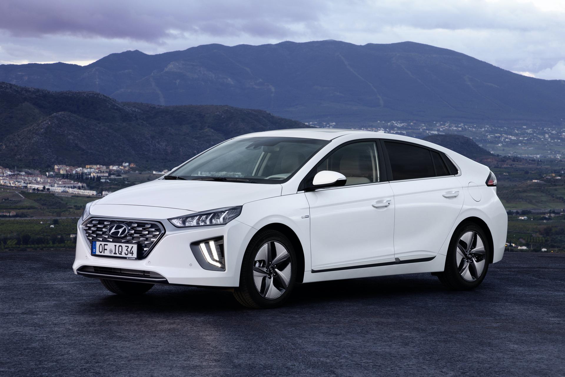 New-Hyundai-IONIQ-Hybrid-6