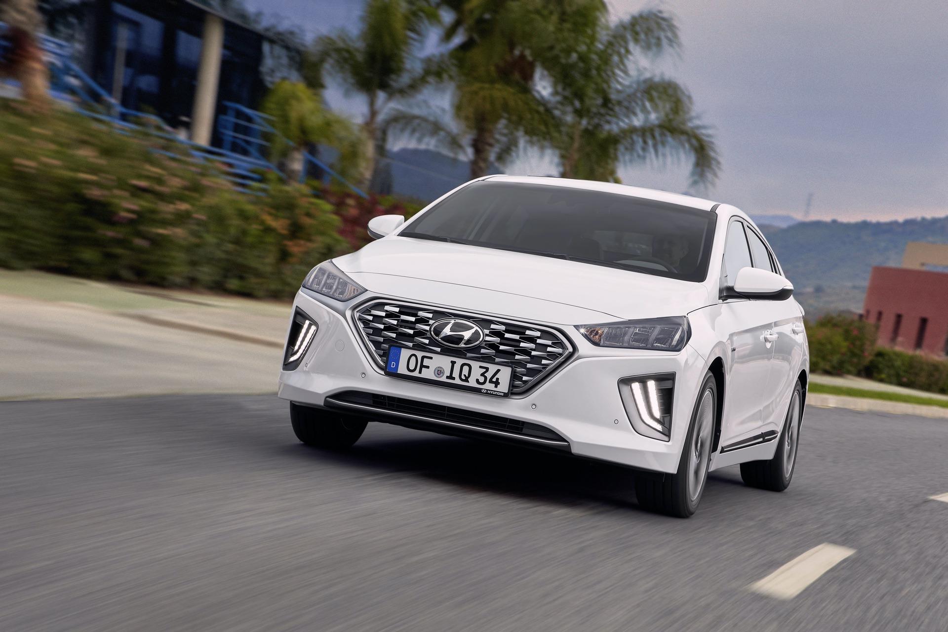 New-Hyundai-IONIQ-Hybrid-8