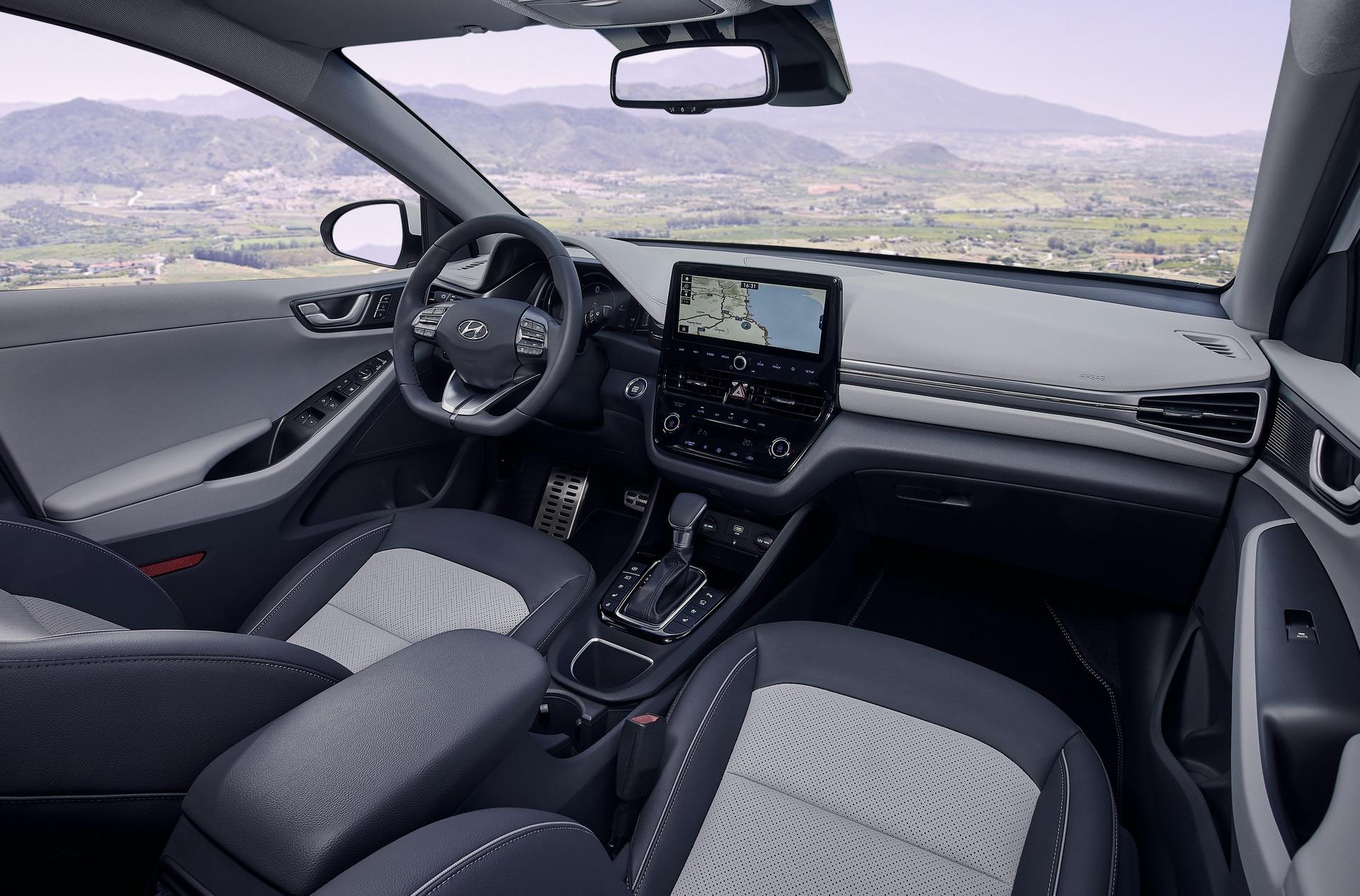 New-Hyundai-IONIQ-Hybrid-Interior-1
