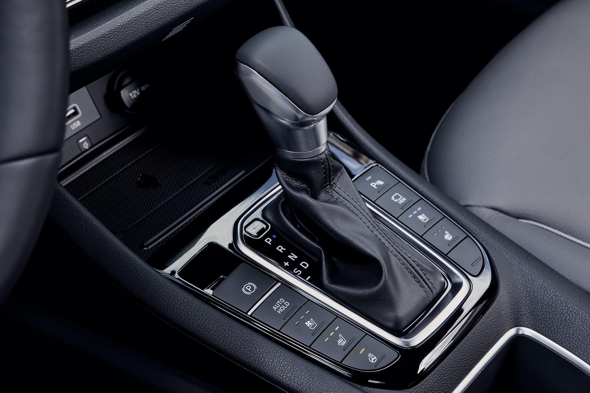 New-Hyundai-IONIQ-Hybrid-Interior-2