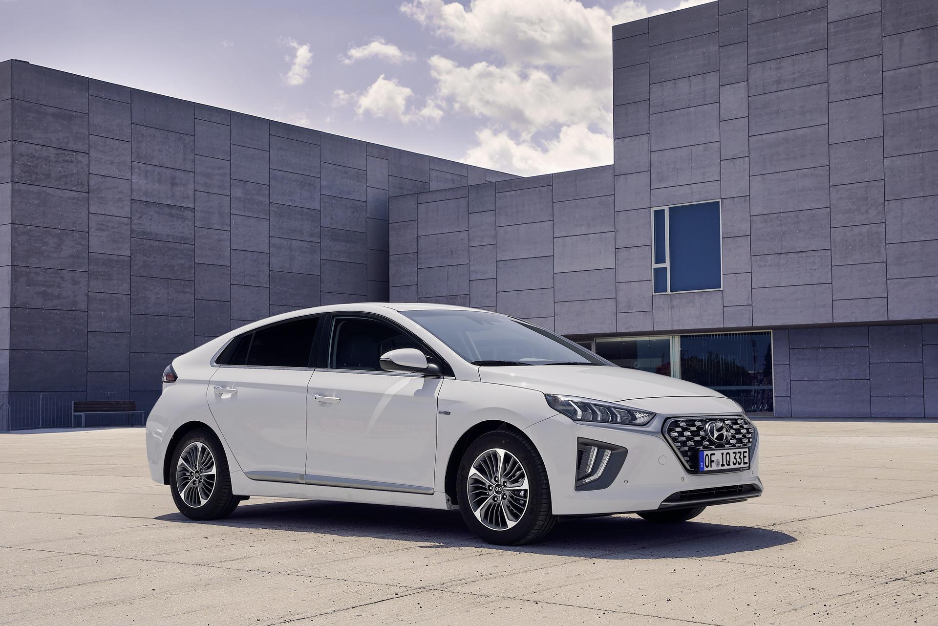 New-Hyundai-IONIQ-Plug-in-1