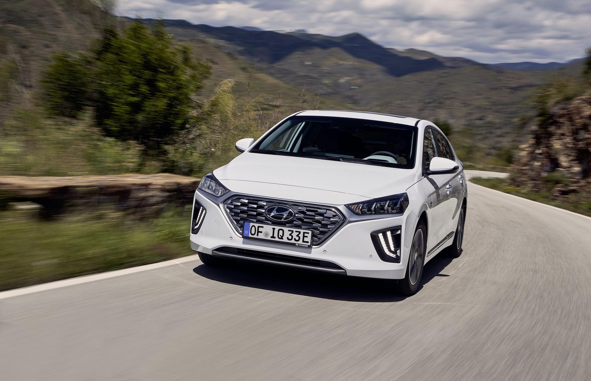 New-Hyundai-IONIQ-Plug-in-10