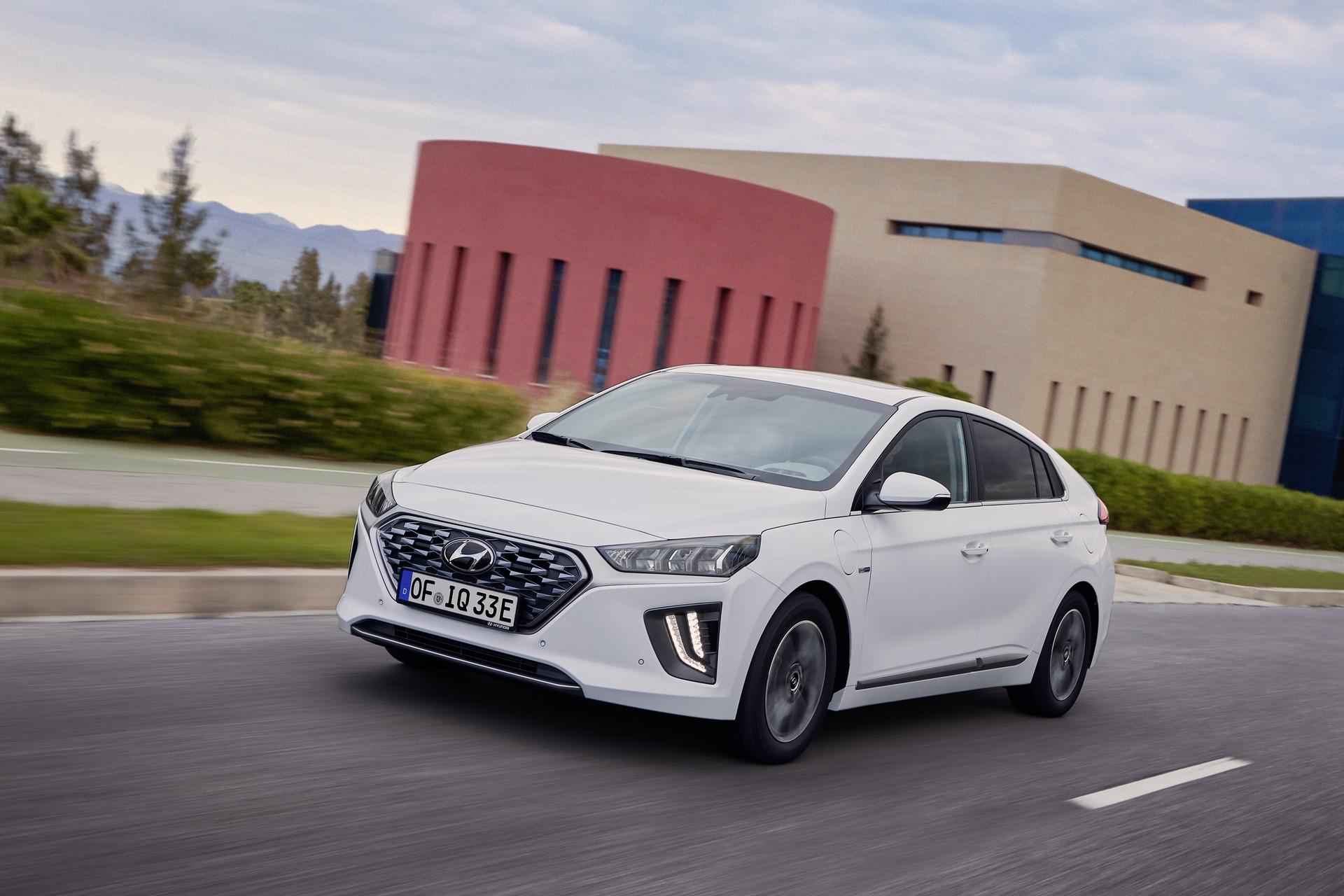 New-Hyundai-IONIQ-Plug-in-12