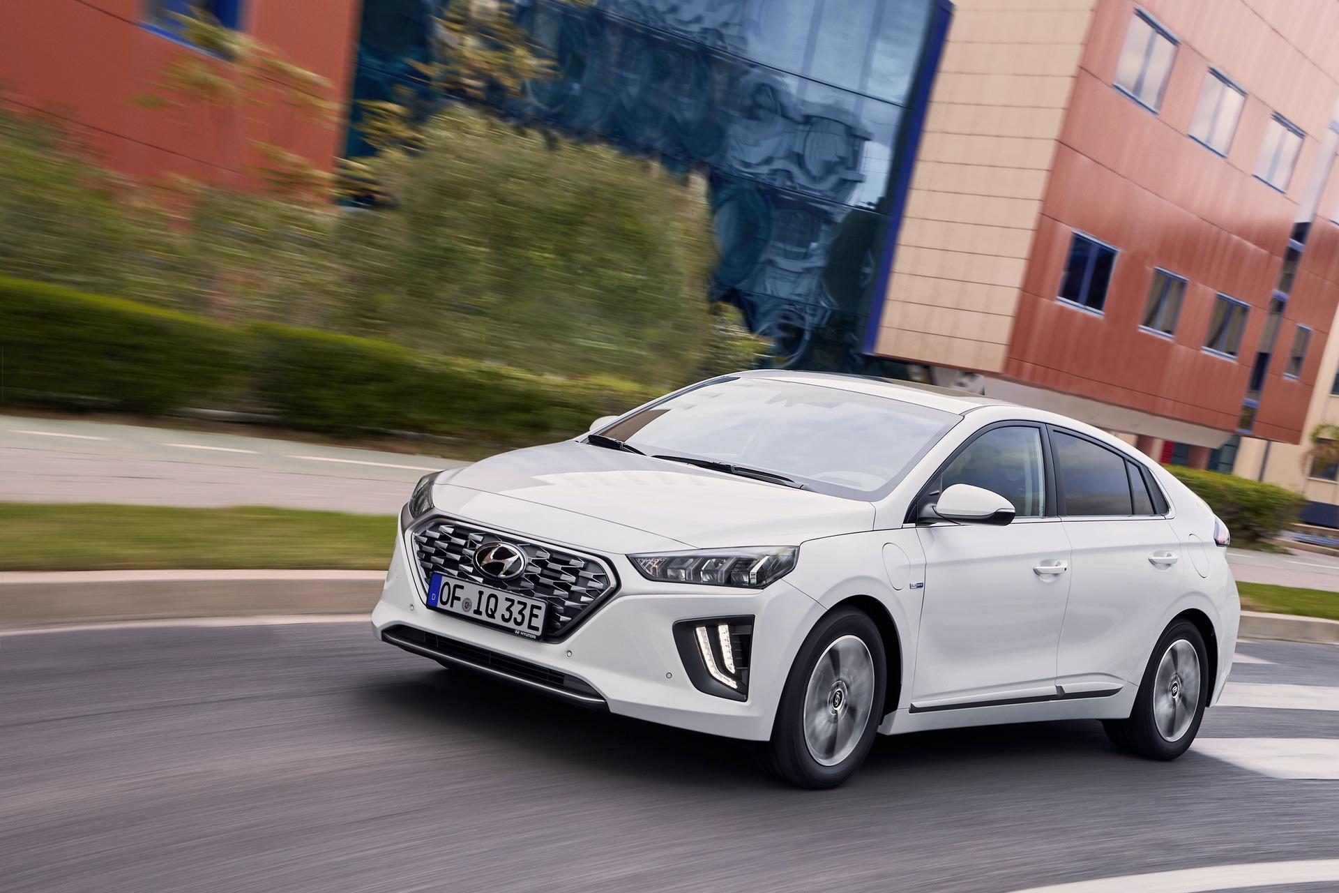 New-Hyundai-IONIQ-Plug-in-13