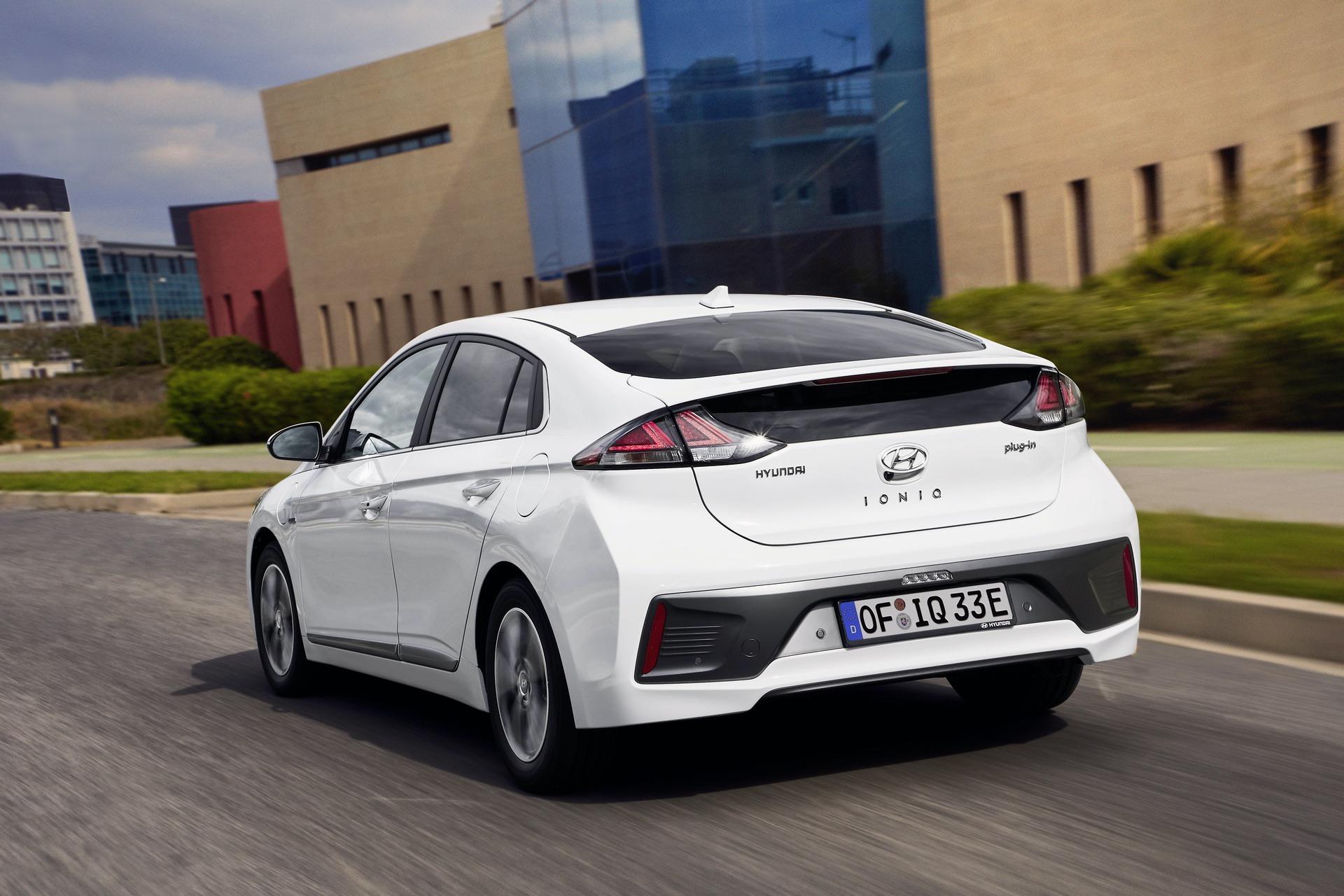 New-Hyundai-IONIQ-Plug-in-14