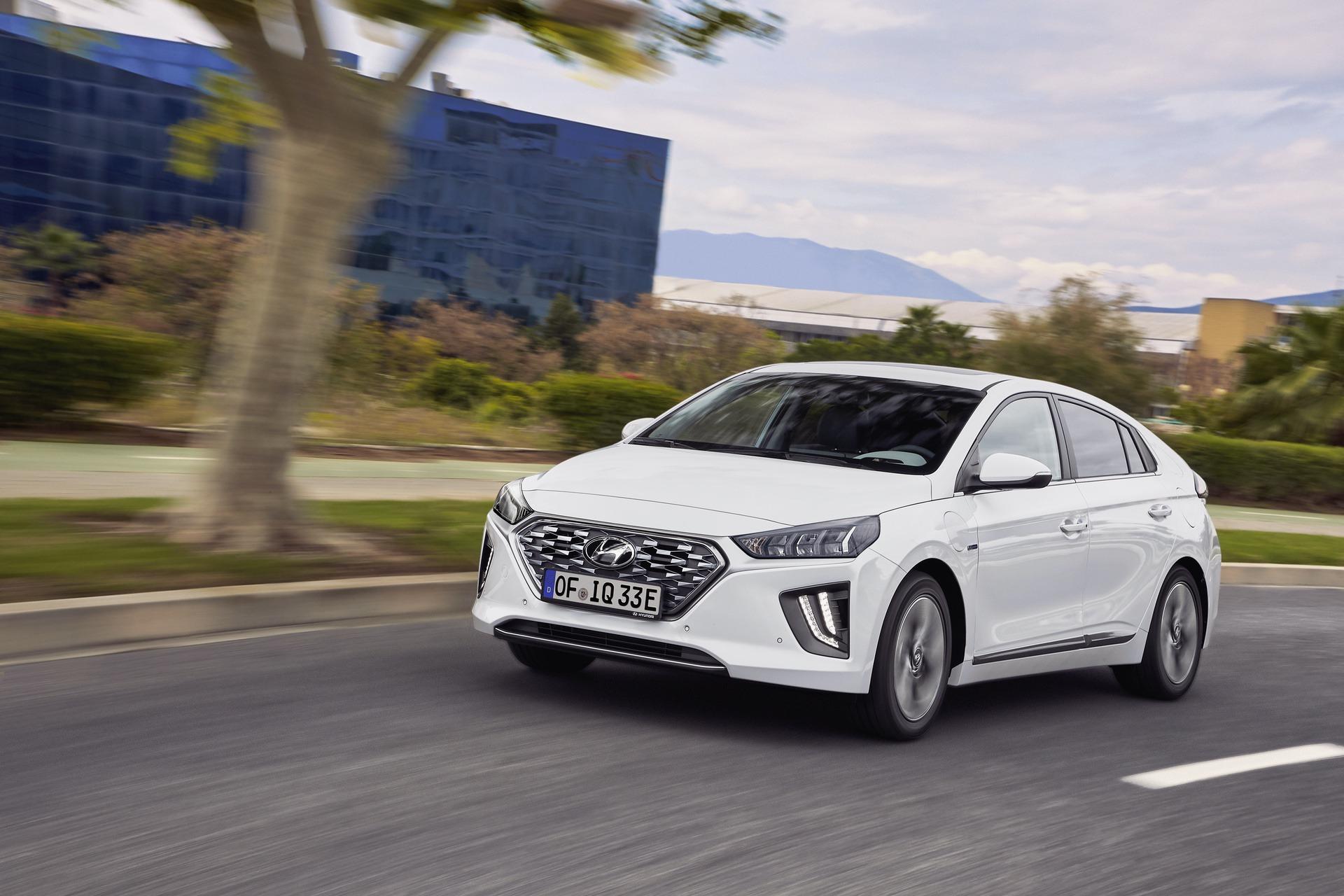 New-Hyundai-IONIQ-Plug-in-15